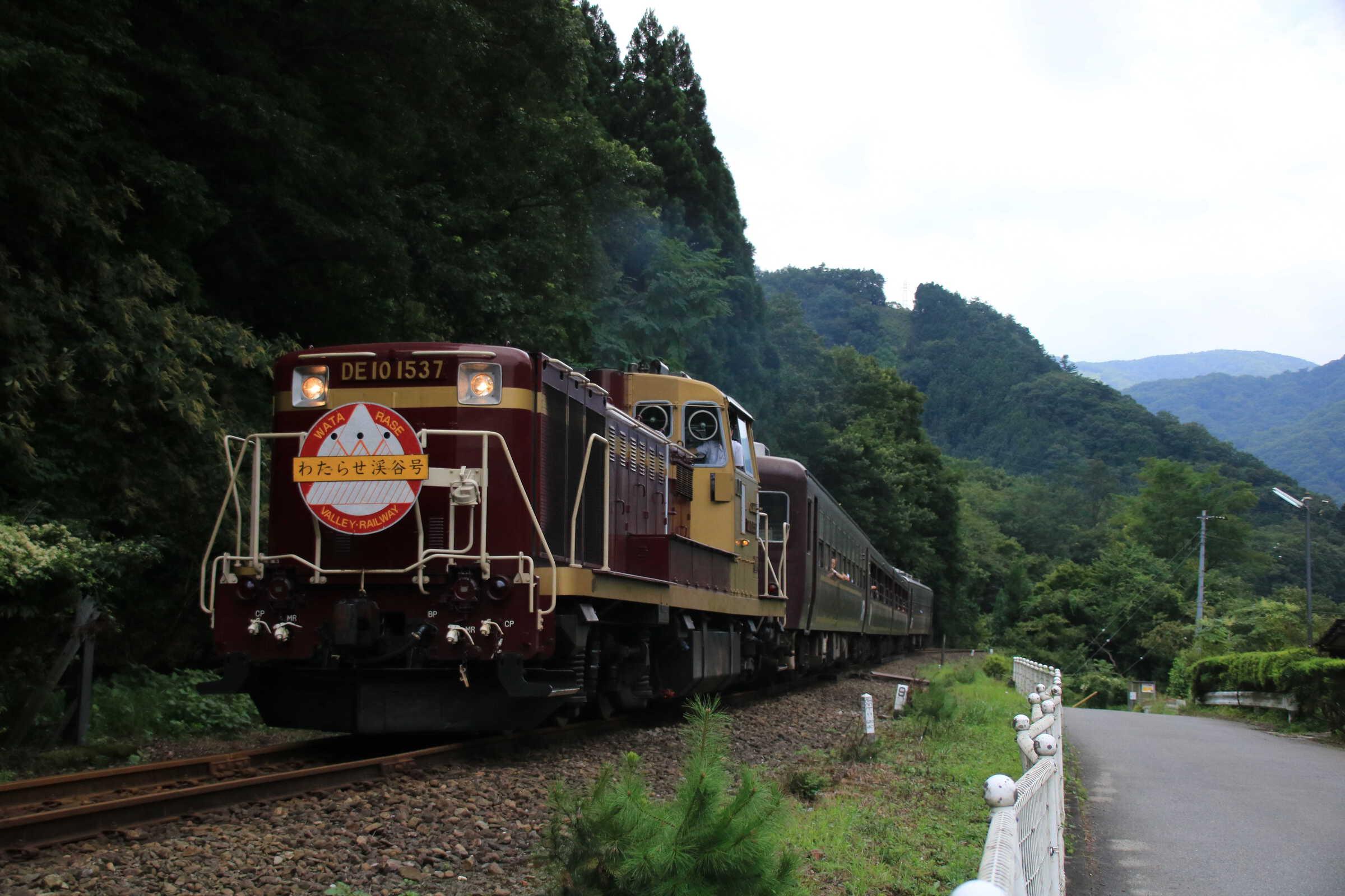 8717列車 DE10-1537①+わ99系4B