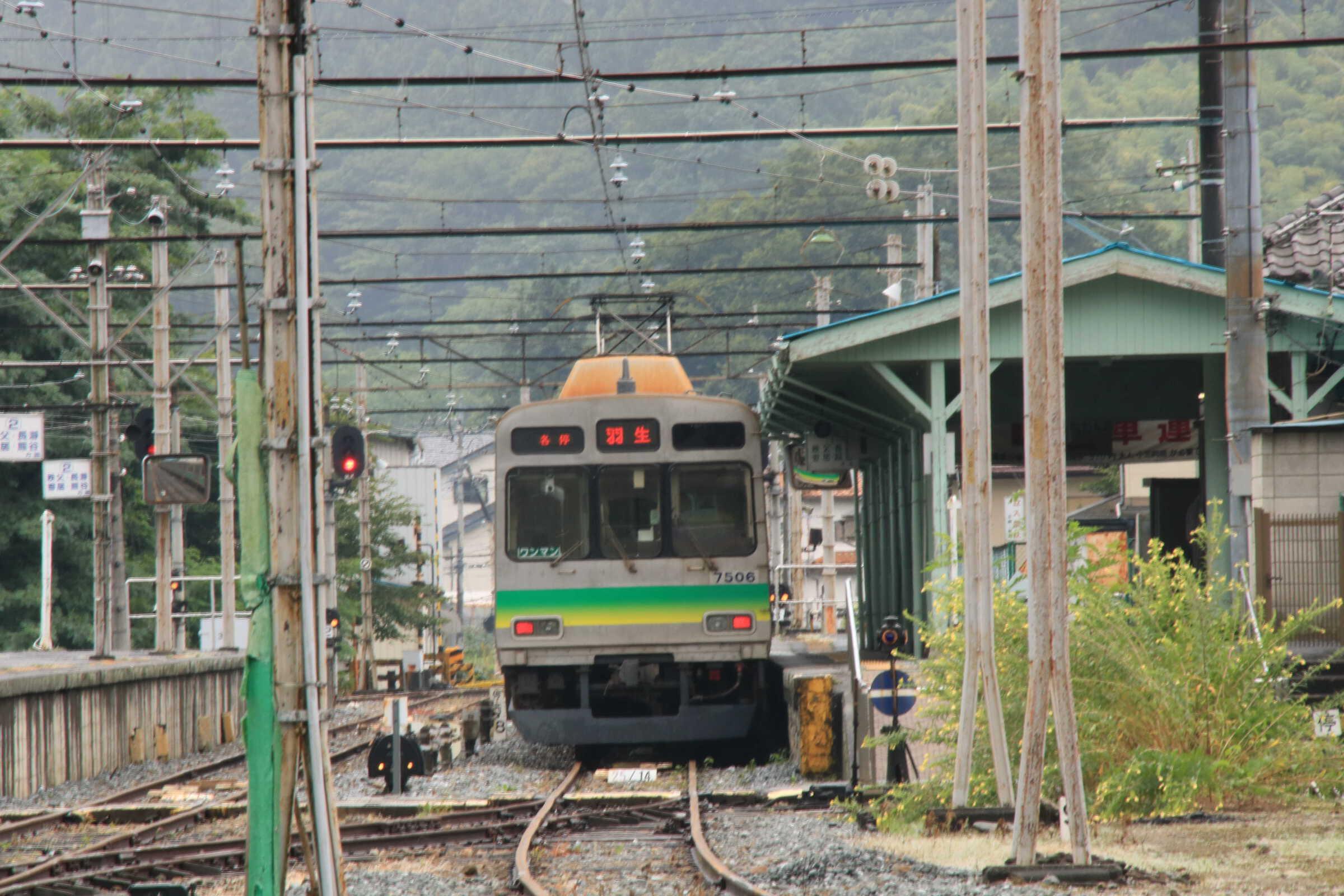 踏切から撮った列車