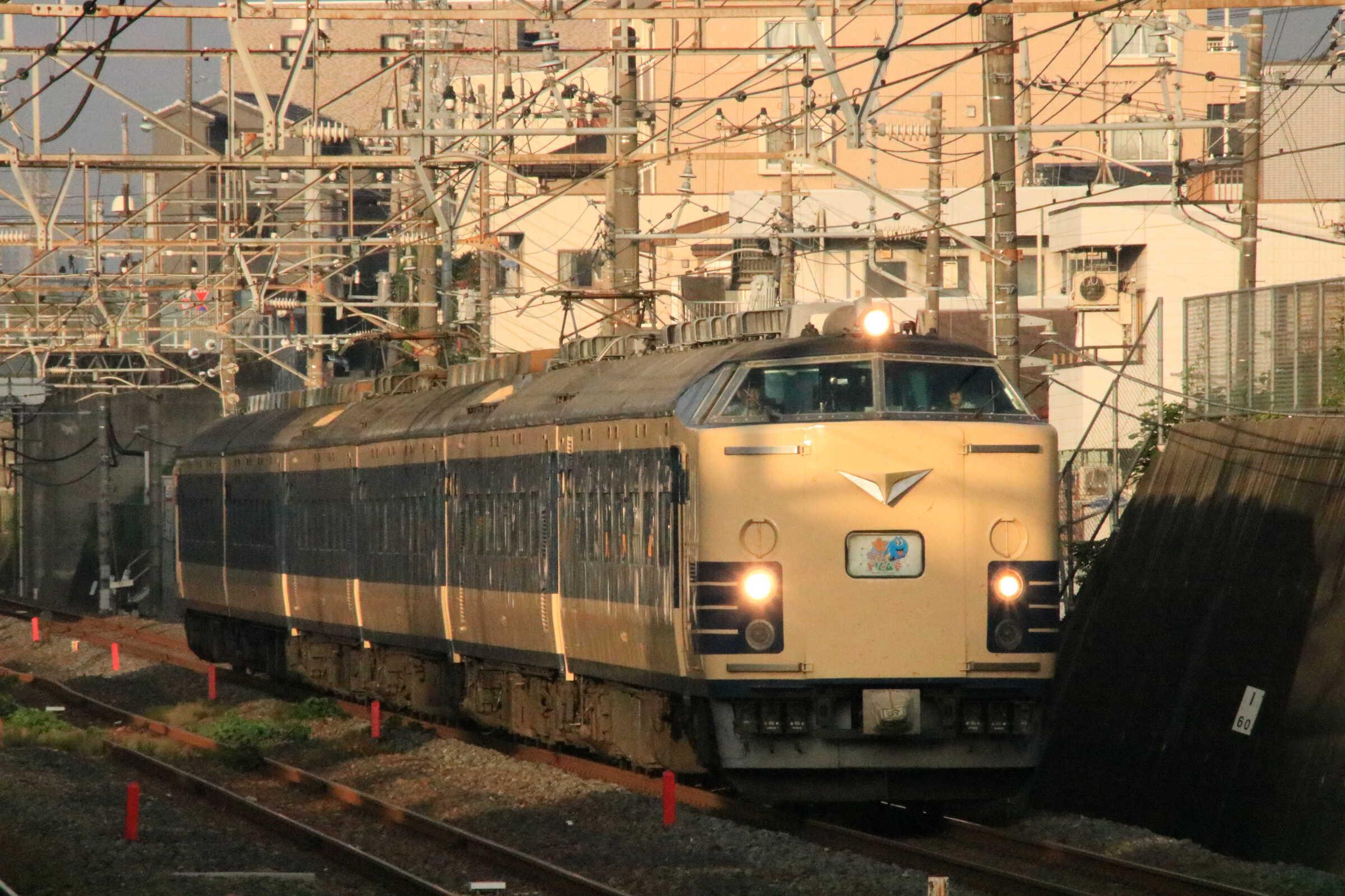 9745M 団臨(秋901, 青森→東京(舞浜)) わくわくドリーム号 583系 秋アキN1+N2編成