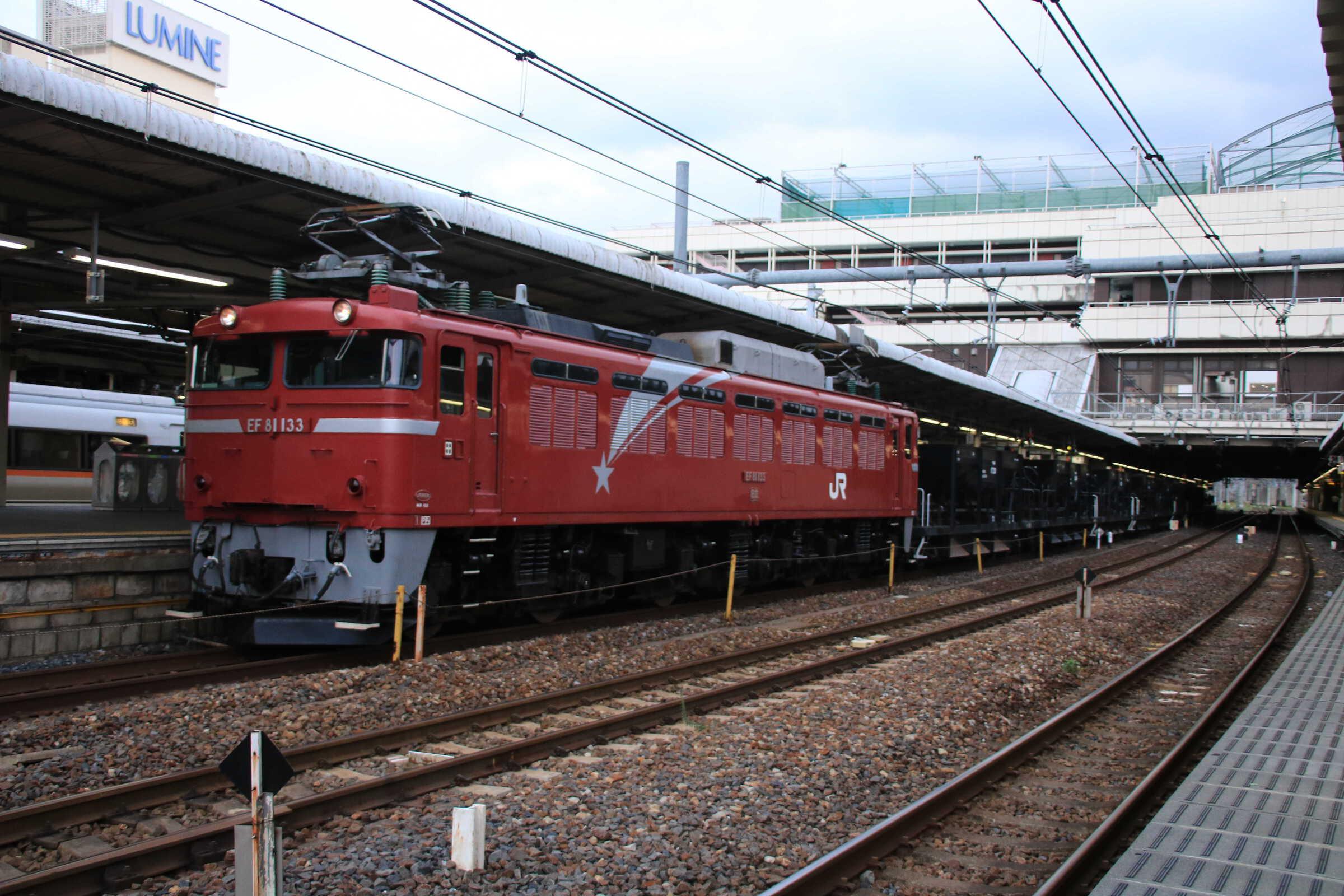 配8937列車 交検出場配給 EF81-133①[田]+ホキ8両