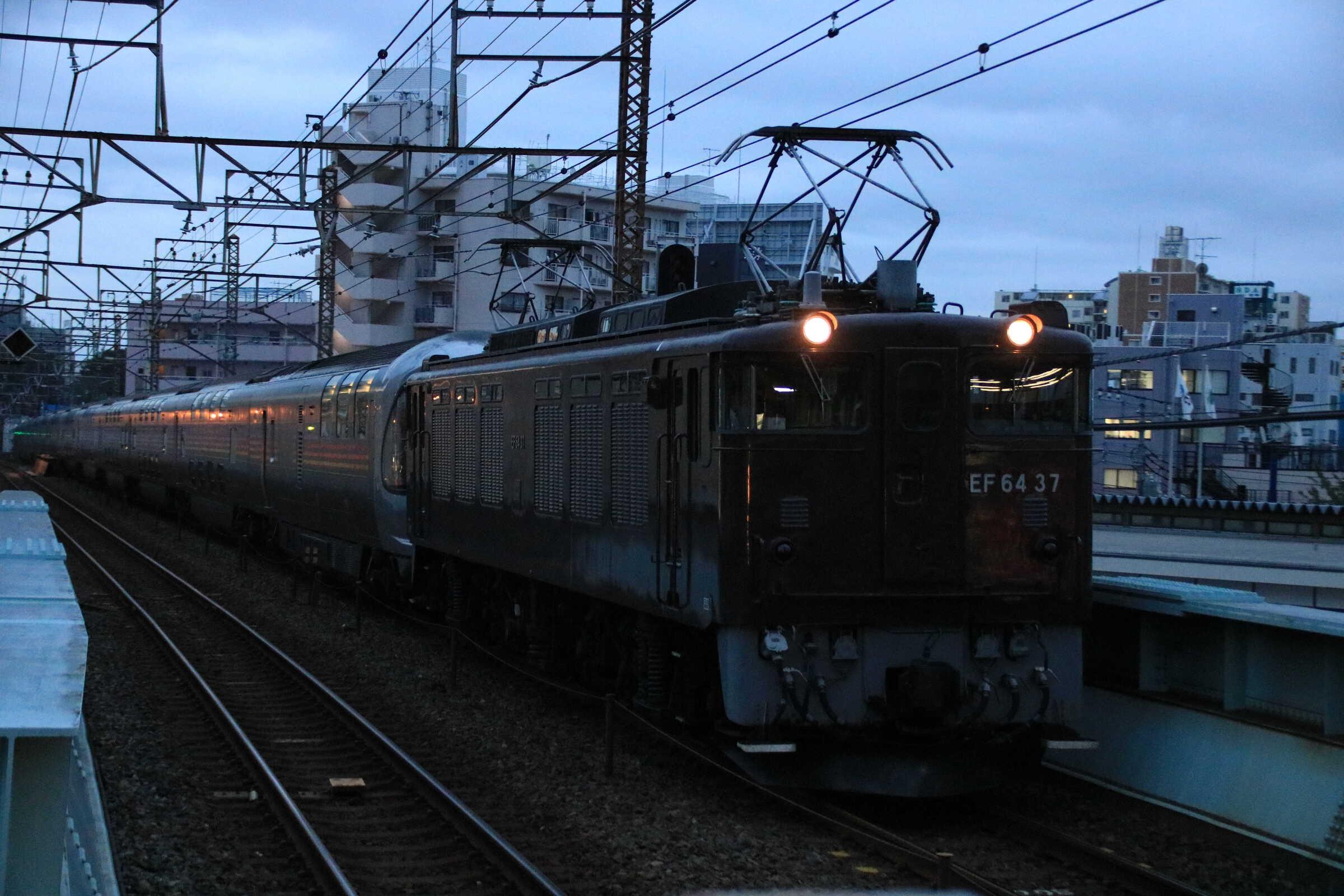 9011列車 信州カシオペア紀行 EF64-37②[高]+E26系 東オク車12両