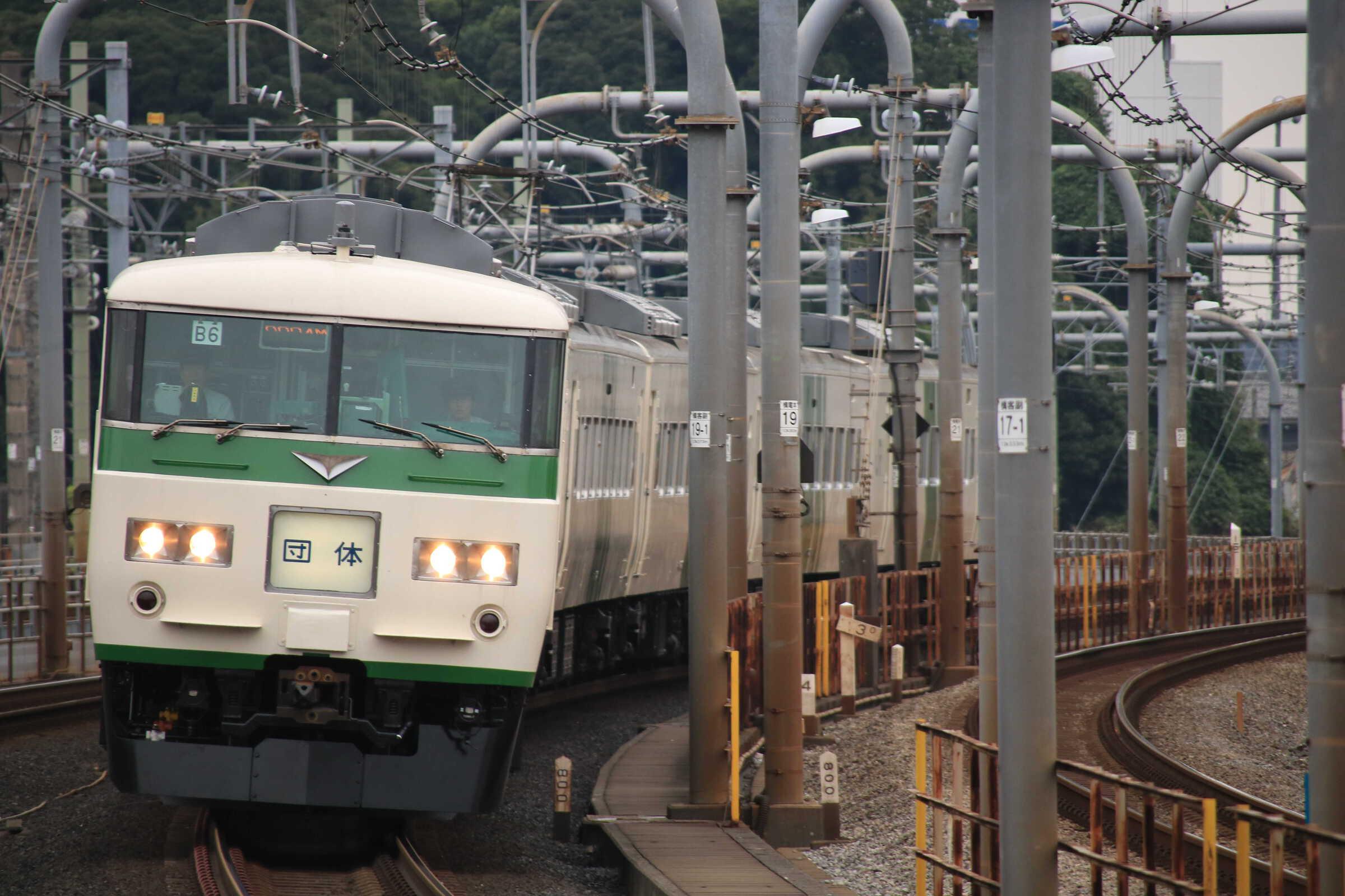9834M 団臨(高1001, 安中→上野) 第24回 旅のプレゼント(信越線) 185系 宮オオB6編成