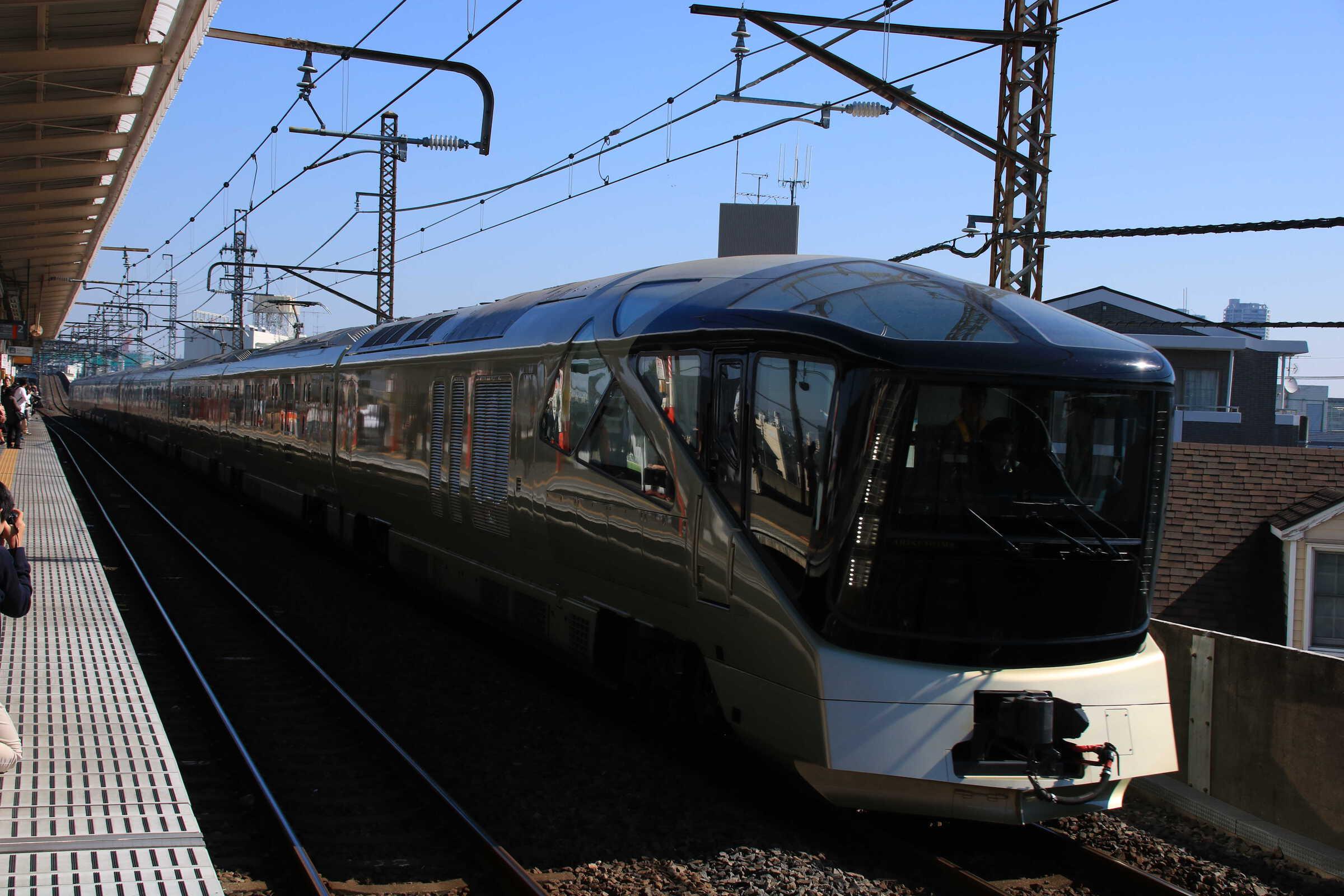 """回9502M E001系 """"TRAIN SUITE 四季島"""""""