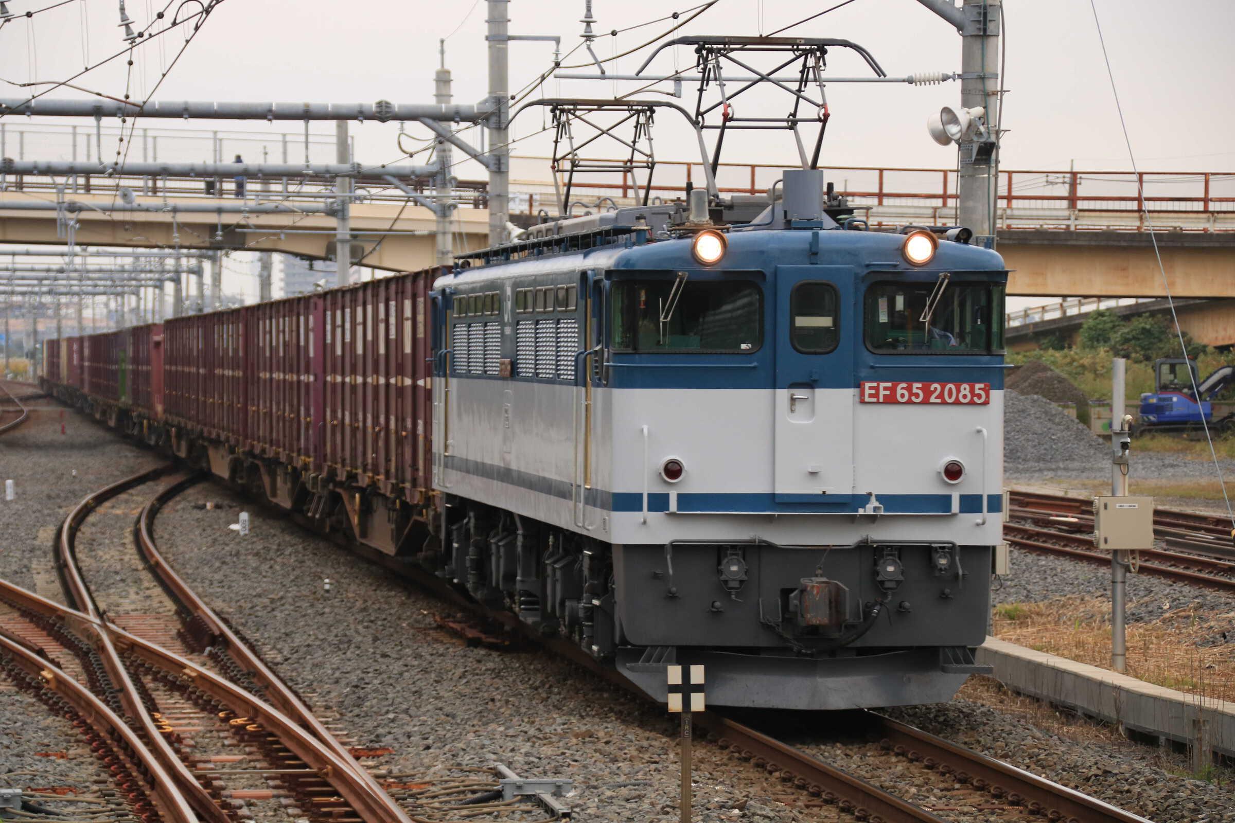 75列車 EF65-2085②[新]+コキ
