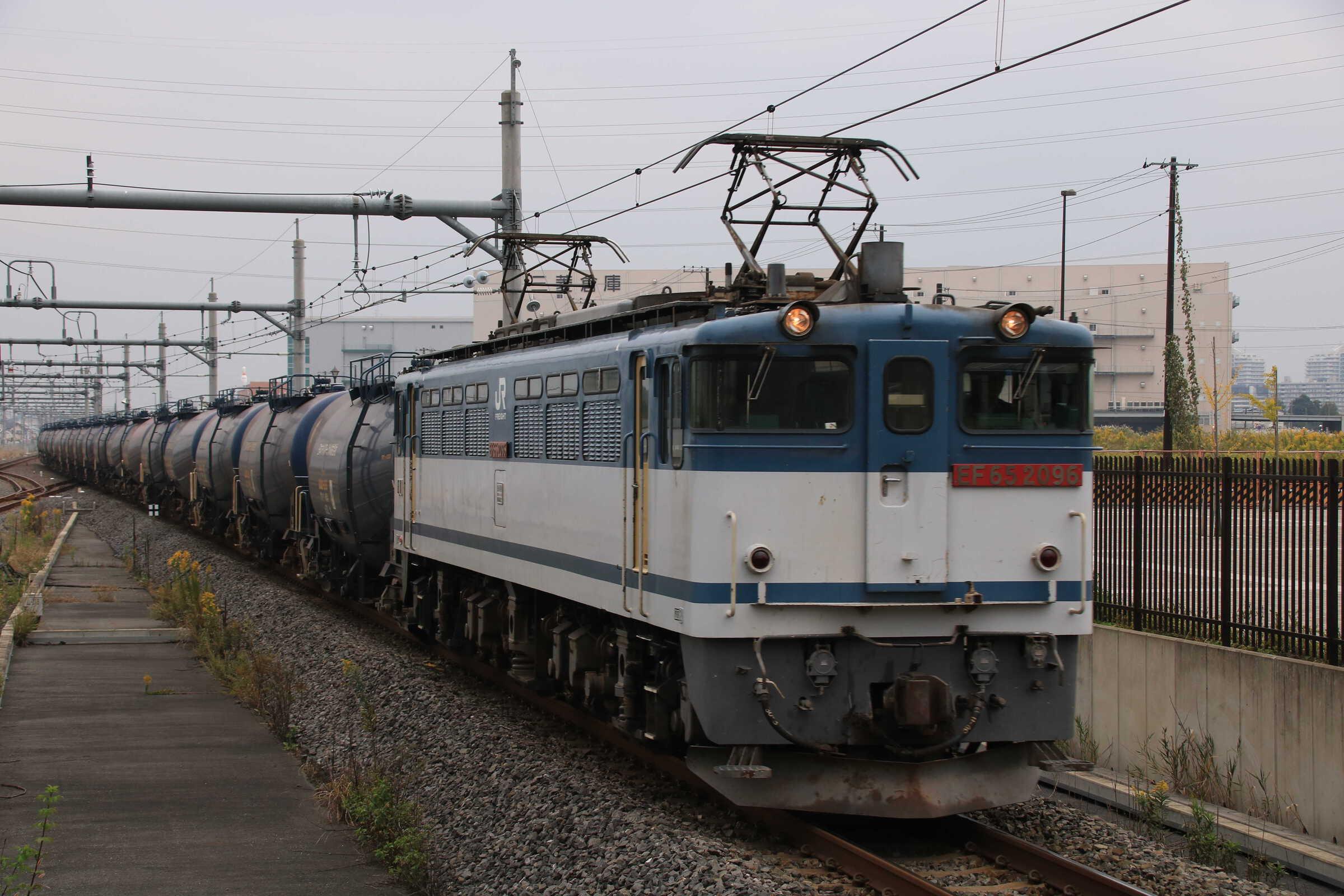 8685列車 EF65-2096②[新]<臨A903>+タキ