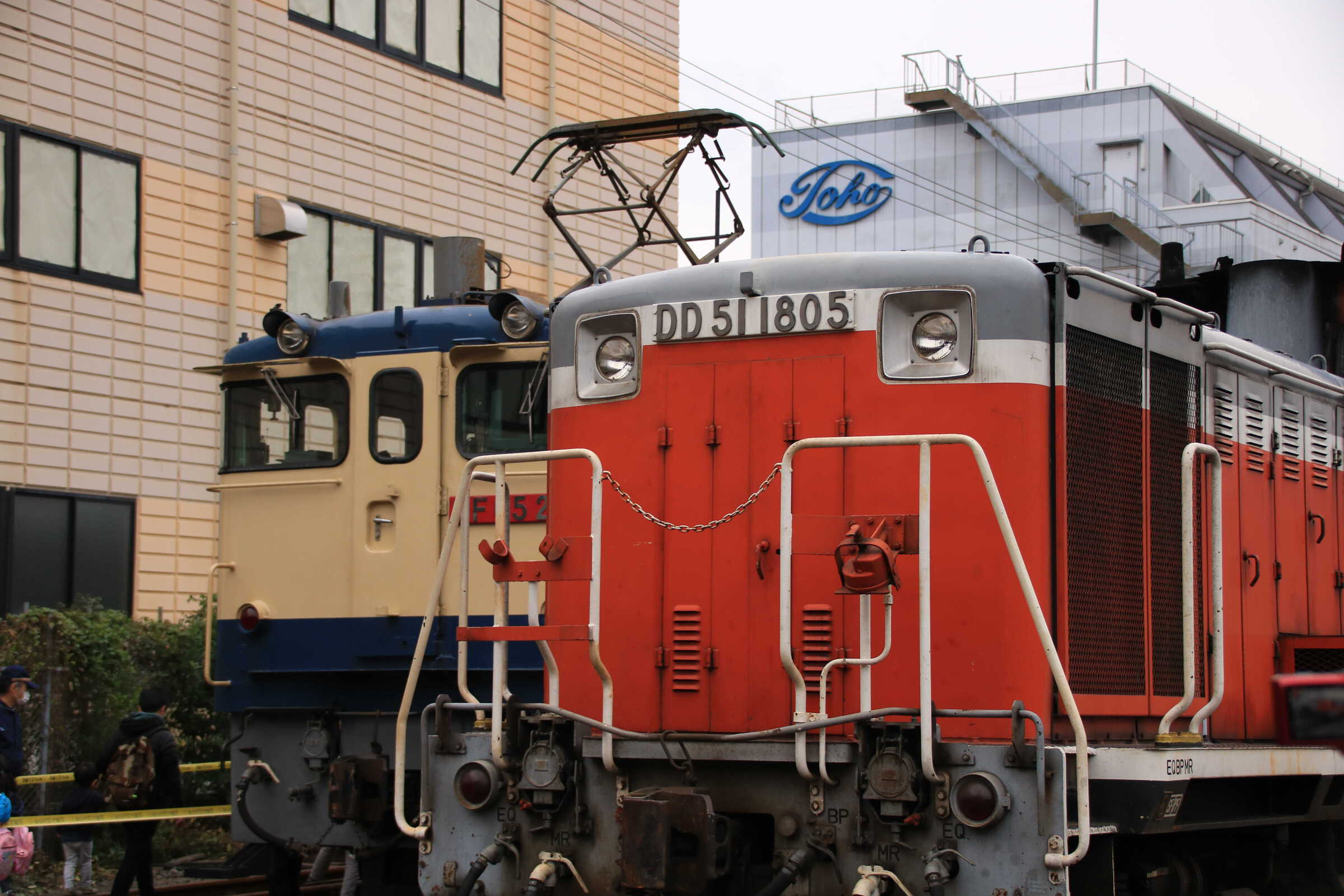 EF65-2139とDD51-1805