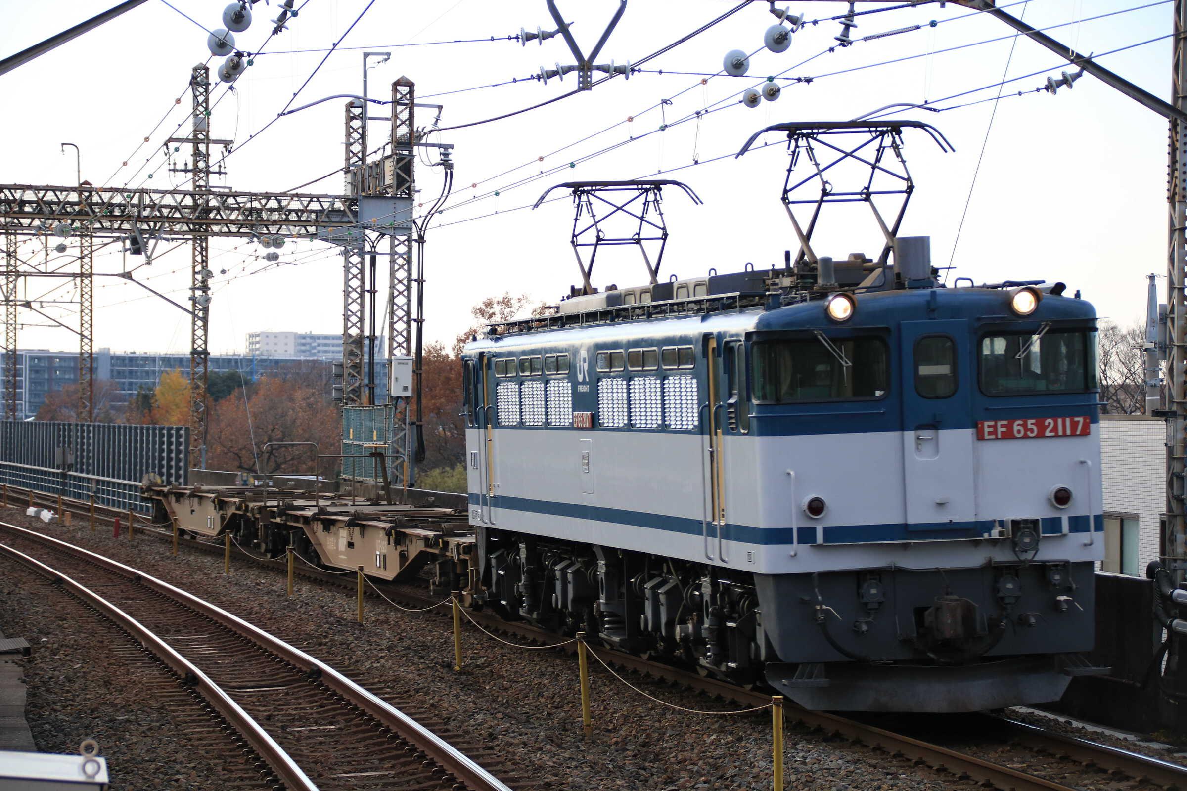 配8592列車 EF65-2117①[新]+コキ2B