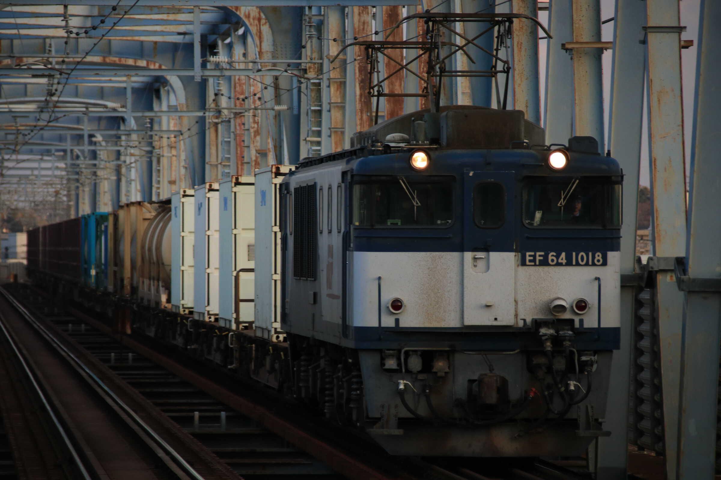 1094列車 EF64-1018②[愛]+コキ