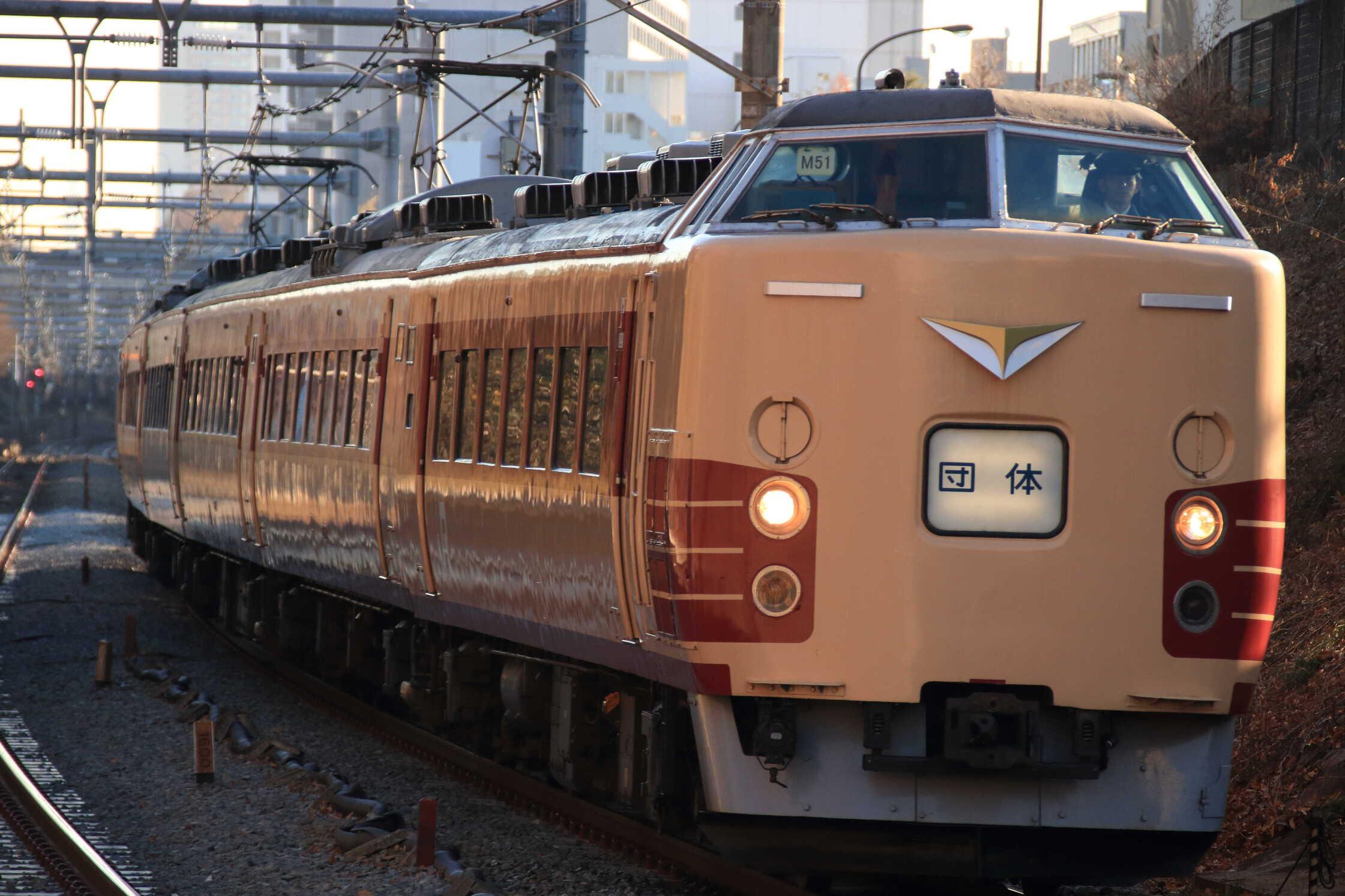 9431M 団臨(西1203, 新宿→松本) あずさ50周年記念 189系で行く松本の旅 189系 八トタM51編成