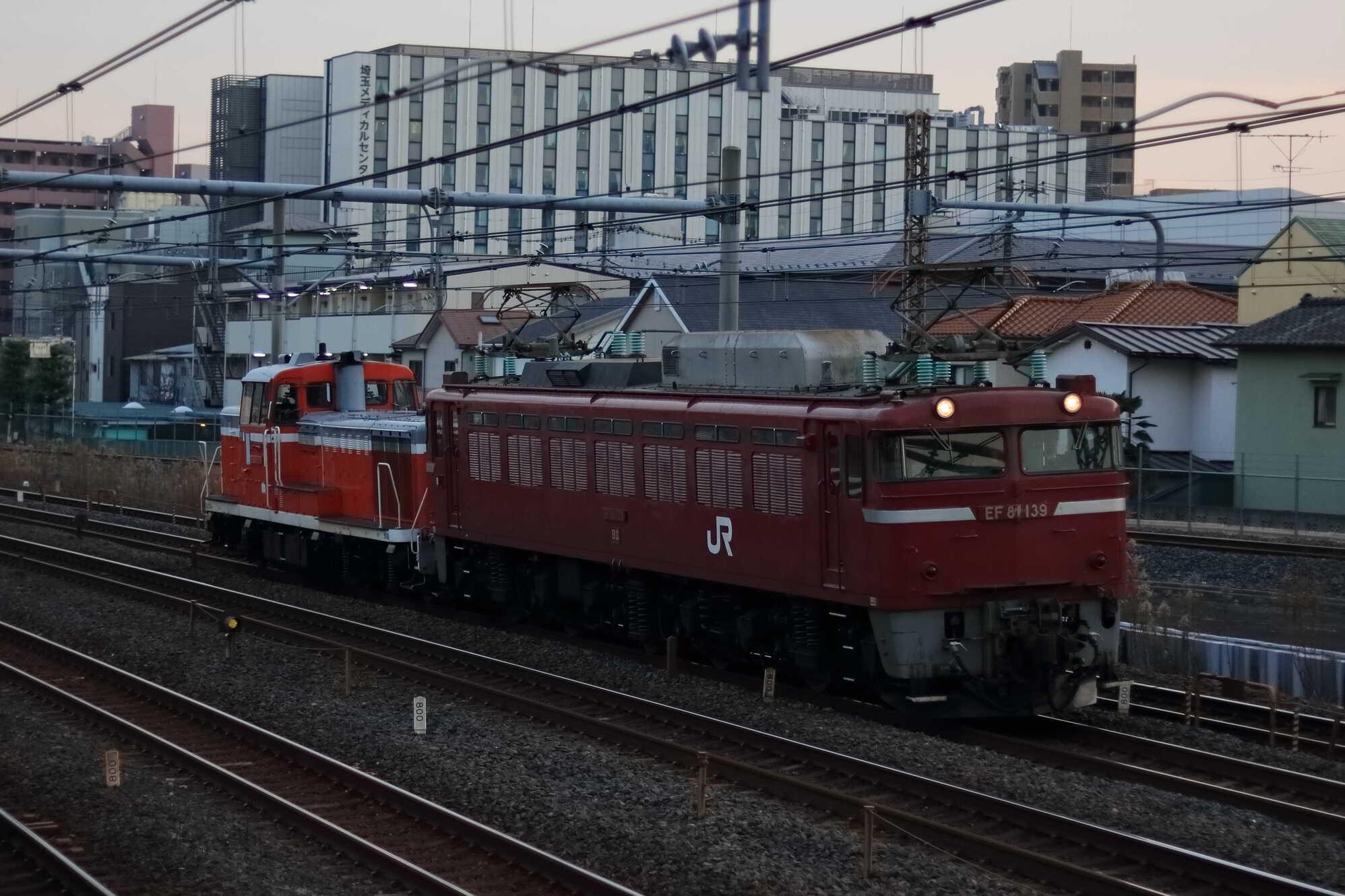 配8751列車 DE10-1571 AT入場 EF81-139②[秋]+DE10-1571①[宇]