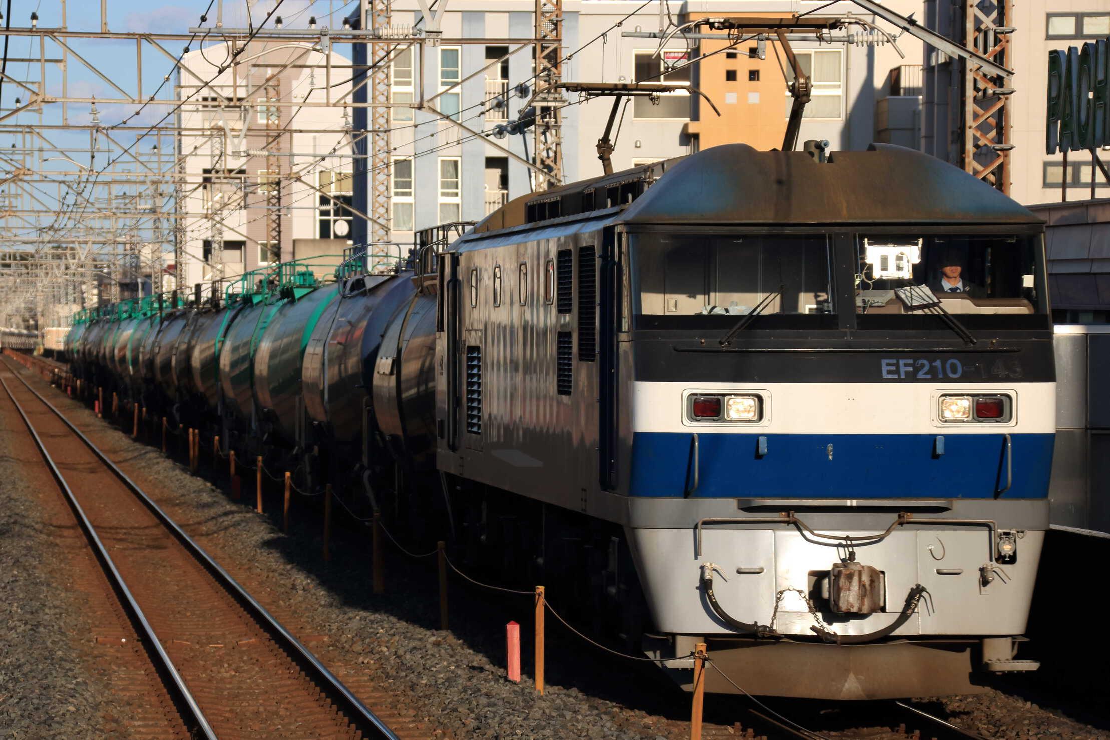 5883列車 EF210-143②[新]+タキ