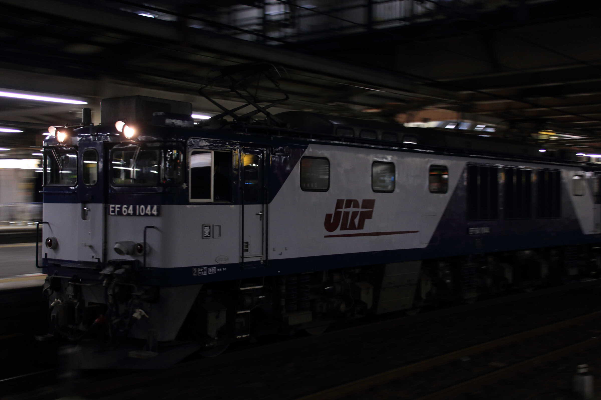 5764列車(種別変更 : 単機) EF64-1044②[愛](代走, 所定 : EF65[新])