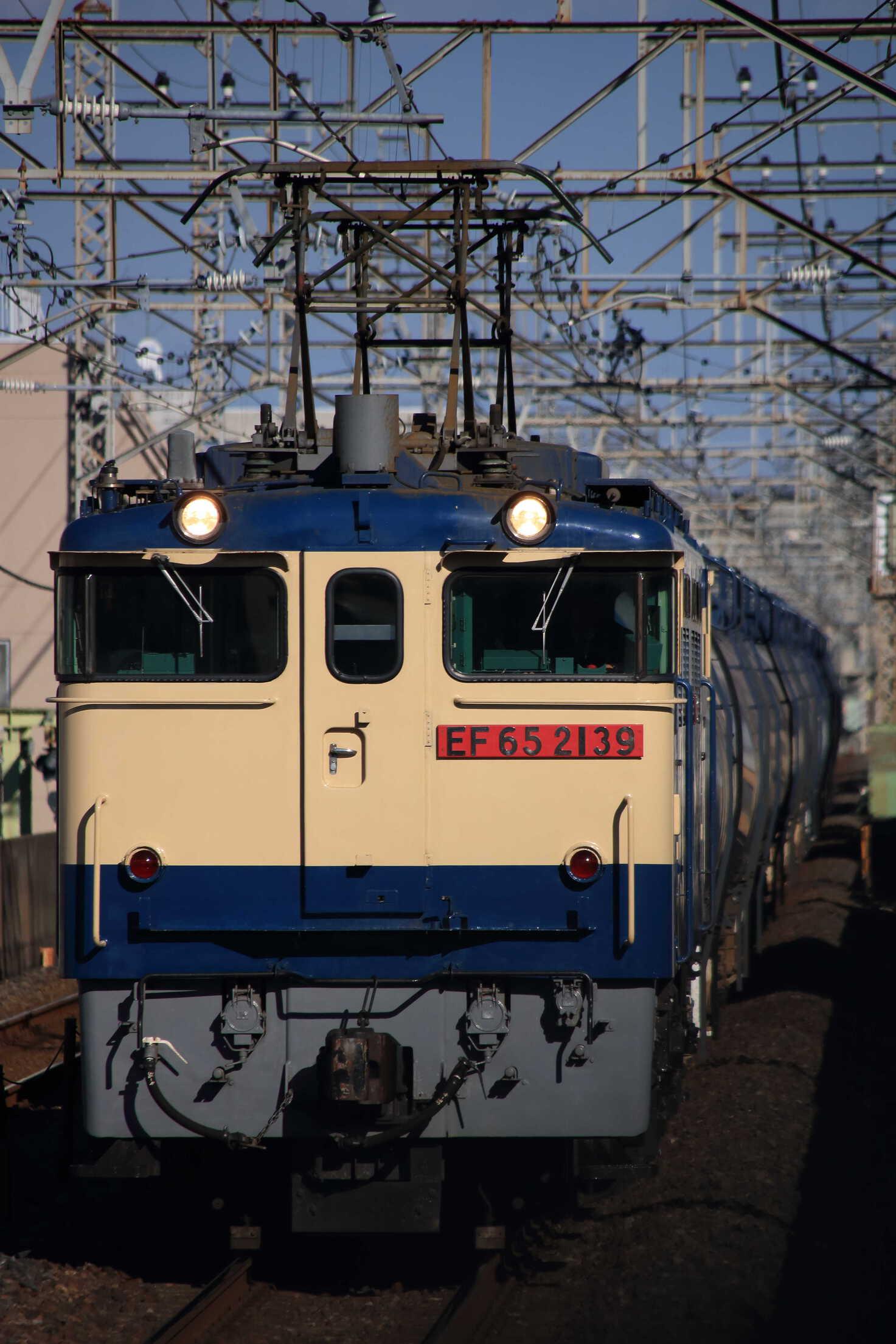 8685列車 EF65-2139②[新]<臨A903>+タキ20両
