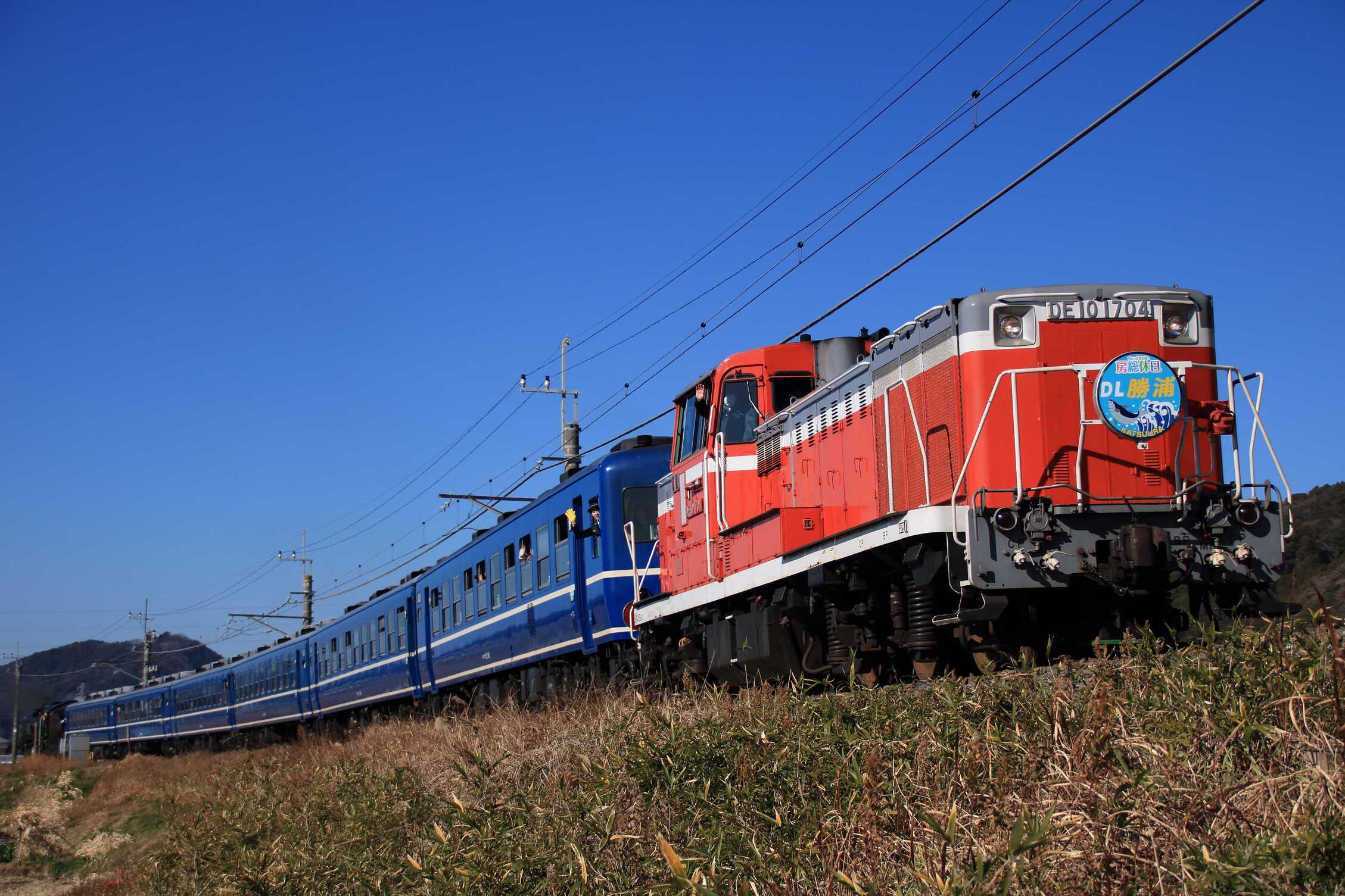 9222列車 快速 DL勝浦 DE10-1704[宇]<臨A111>+12系 高タカ車6両(オヤ12-1込み)+D51-498[高]<臨A582>