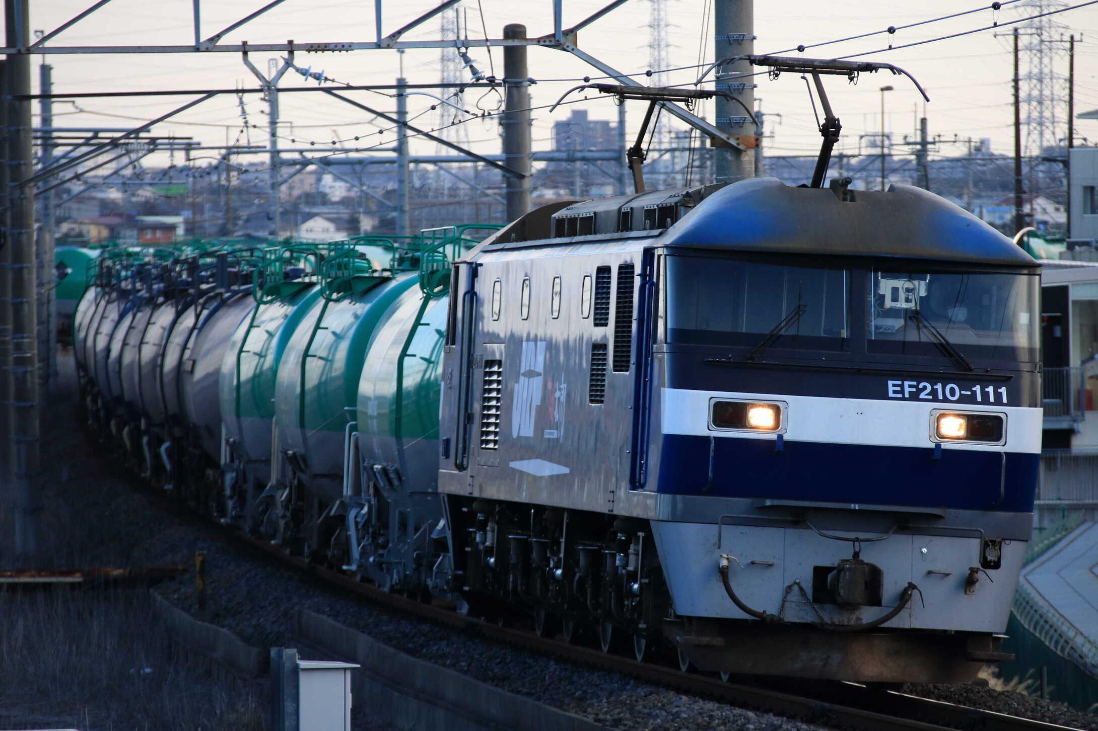 5883列車 EF210-111②[新]+タキ