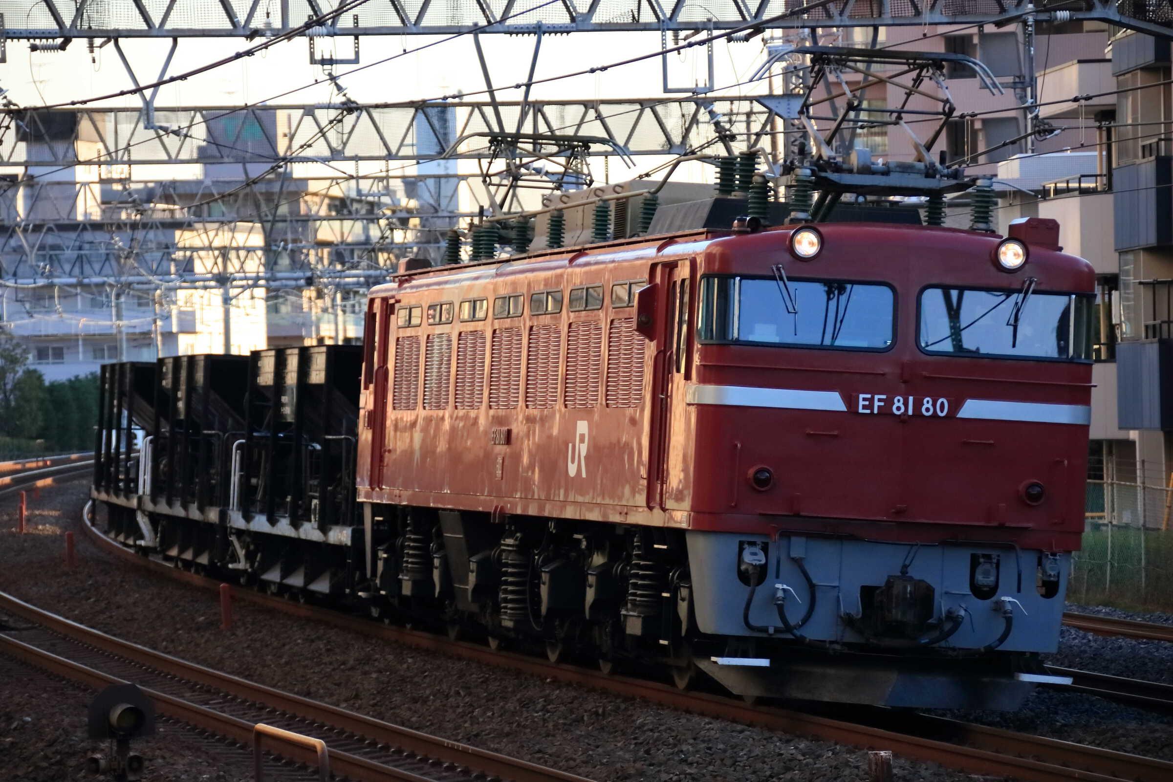 配8937列車 交検出場配給 EF81-80①[田]+ホキ3両