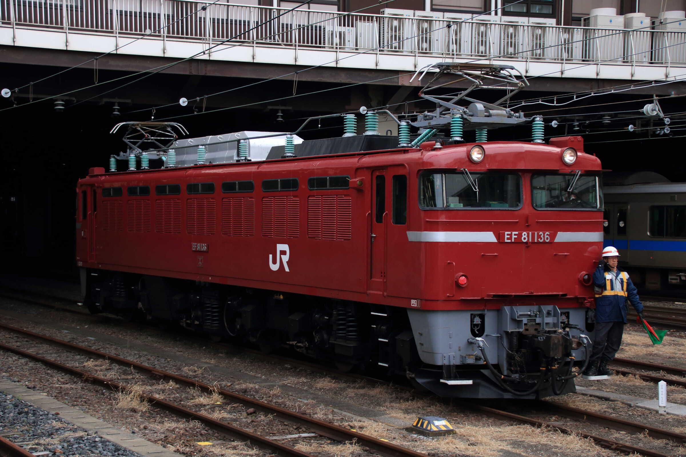 入換〜単9861列車 EF81-136①[秋]