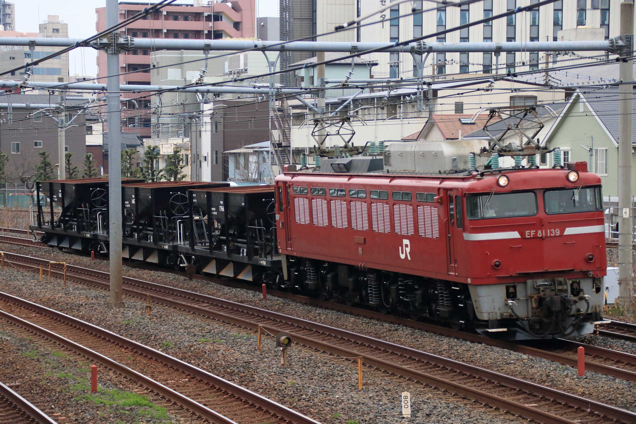 配8937列車 交検出場配給 EF81-139②[田]+ホキ3両