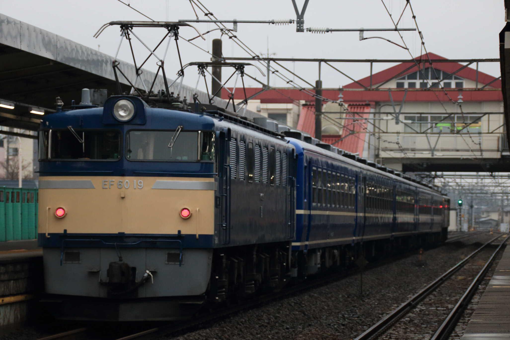 回9842列車 EL&SLみなかみ 送り込み EF65-501①[高]+12系 高タカ車5両+EF60-19①[高]
