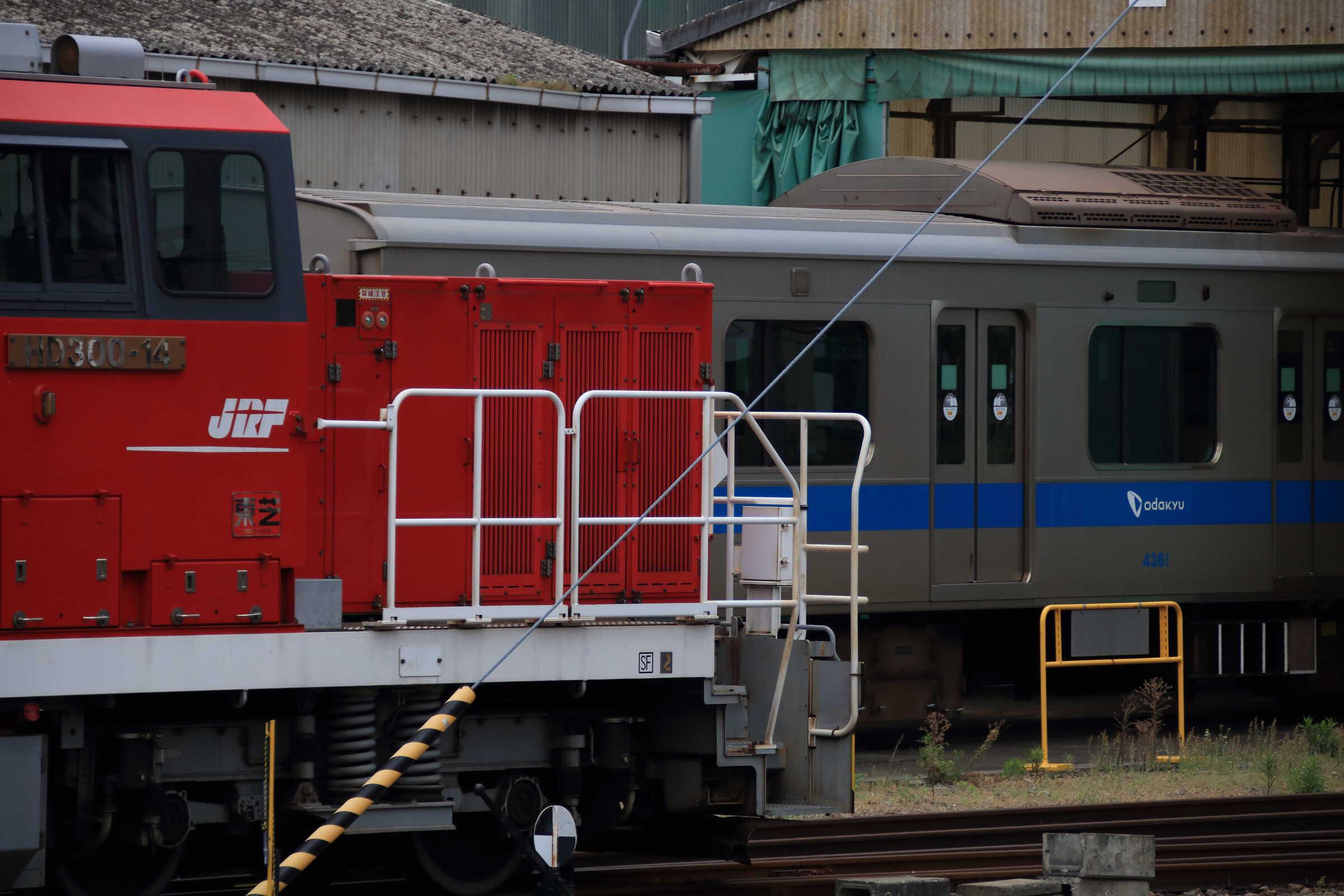 HD300 x 4000形
