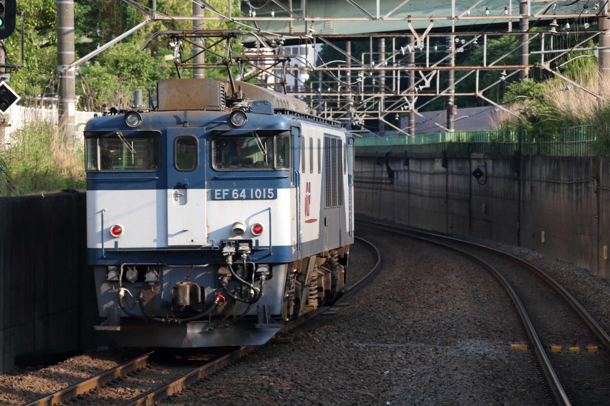 1094列車(種別変更 : 単機) EF64-1015[愛]