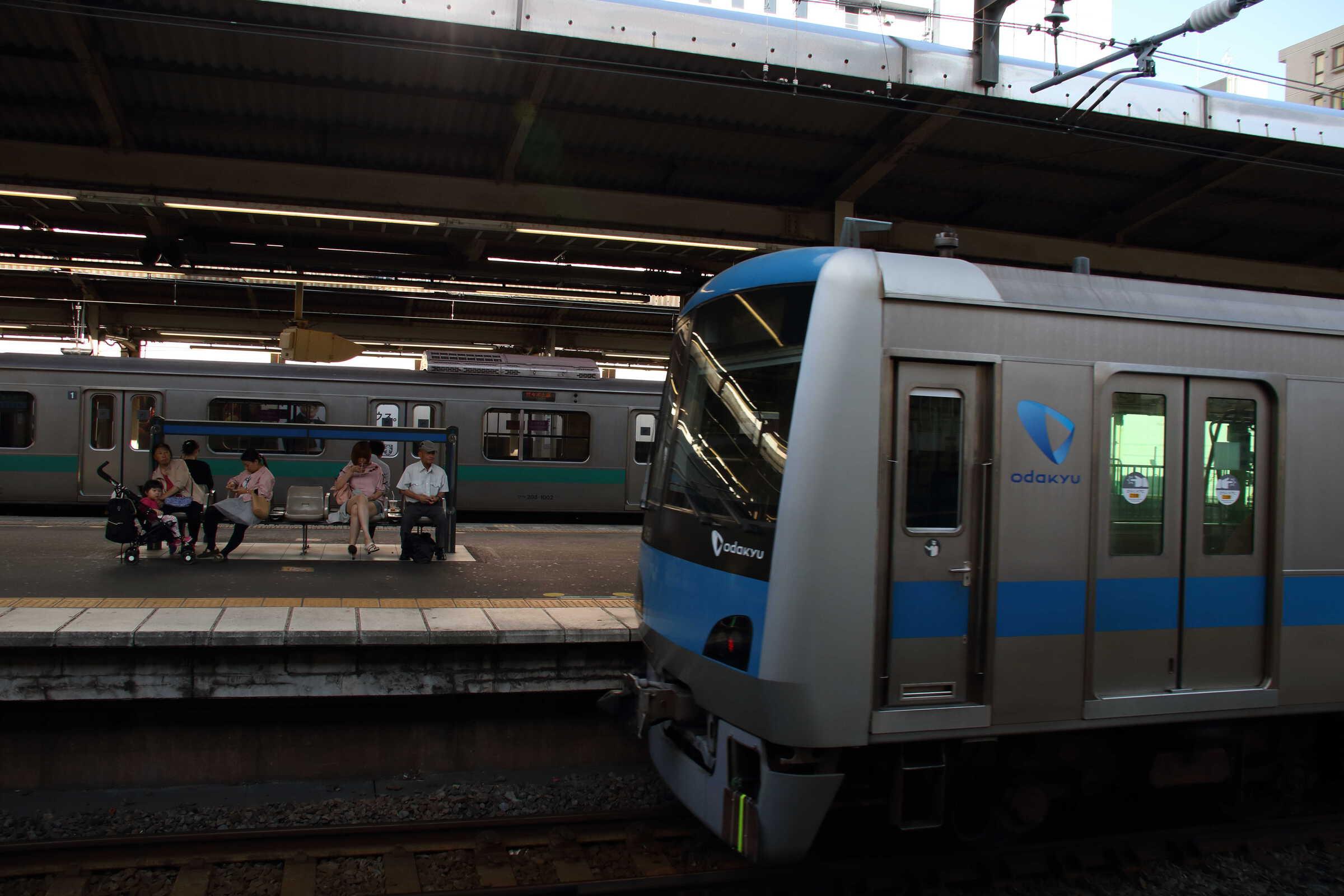 配9542列車〜入換 OM出場配給 EF81-139①[田]+小田急4000形 4061×10
