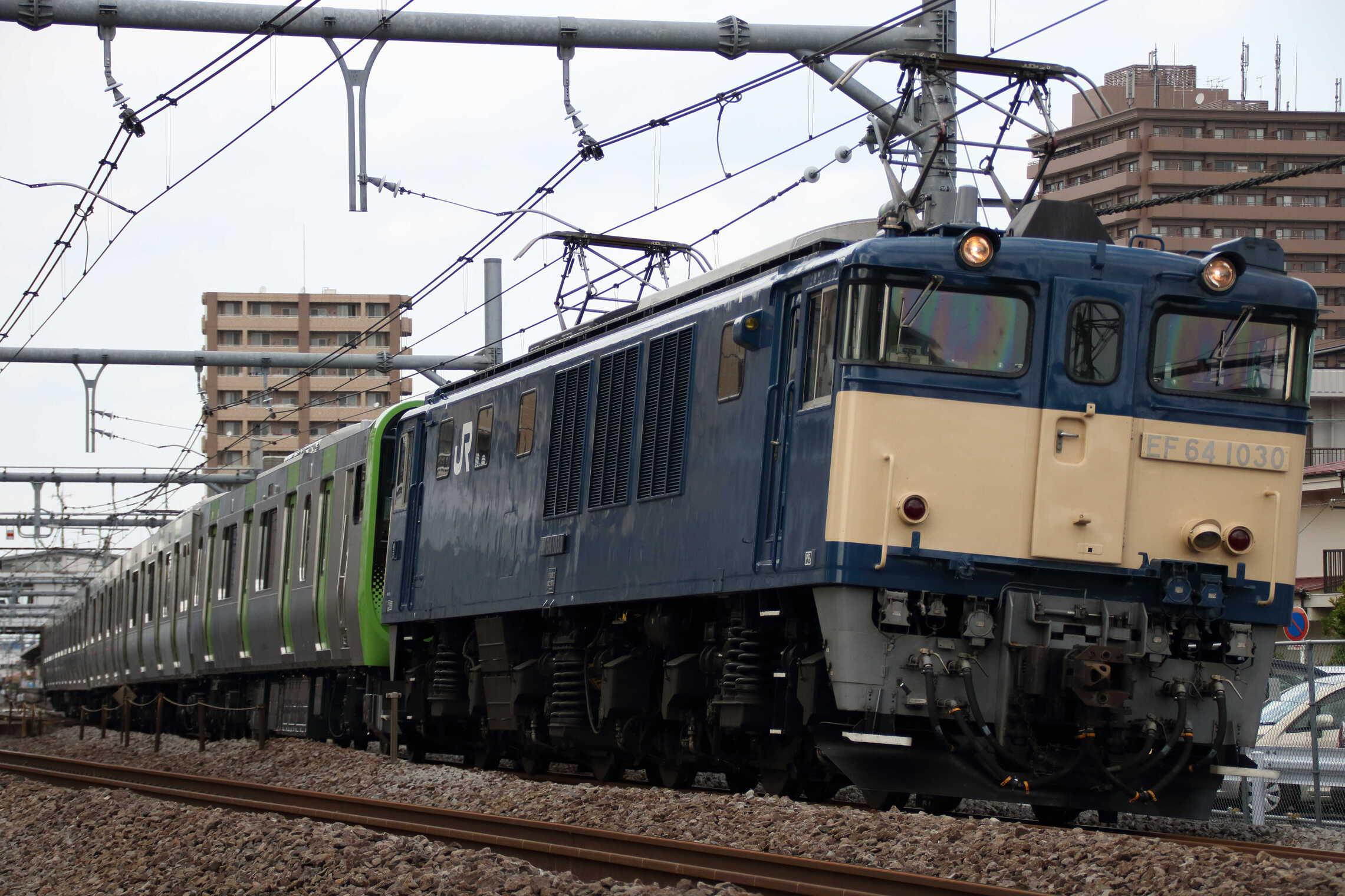 配9772列車 J-TREC新津事業所出場配給 EF64-1030[長岡]①+E235系 東トウ05編成