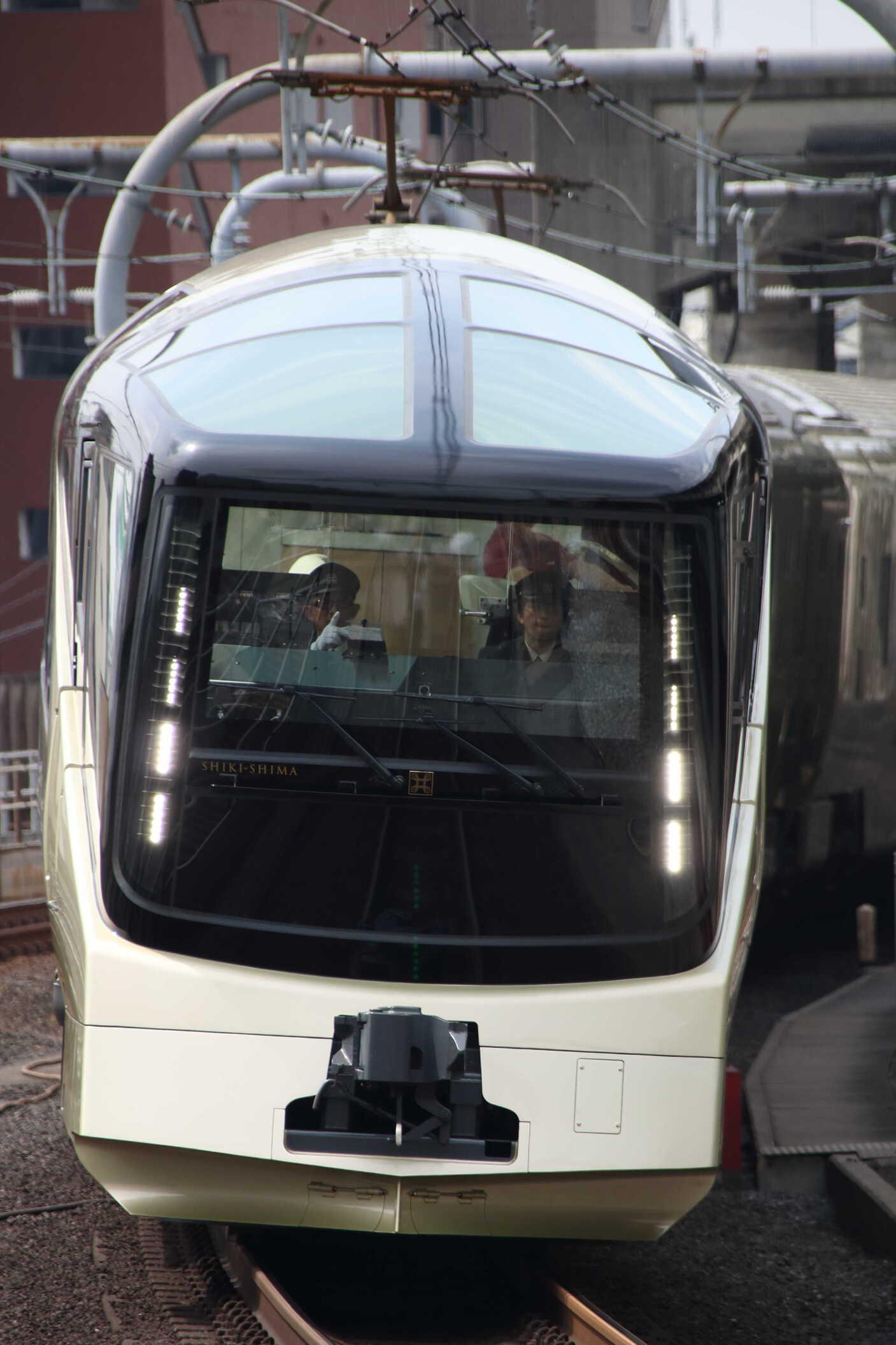 8011M E001系 四季島 東オク車10両