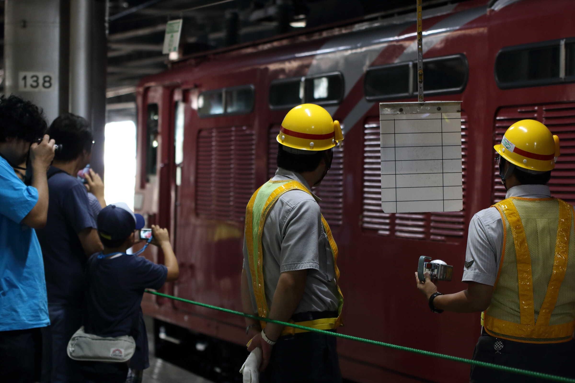 回9052列車〜9011列車 団臨 カシオペア紀行 ←青森 : EF81-80①[田]+E26系 東オク車12両 : 上野→