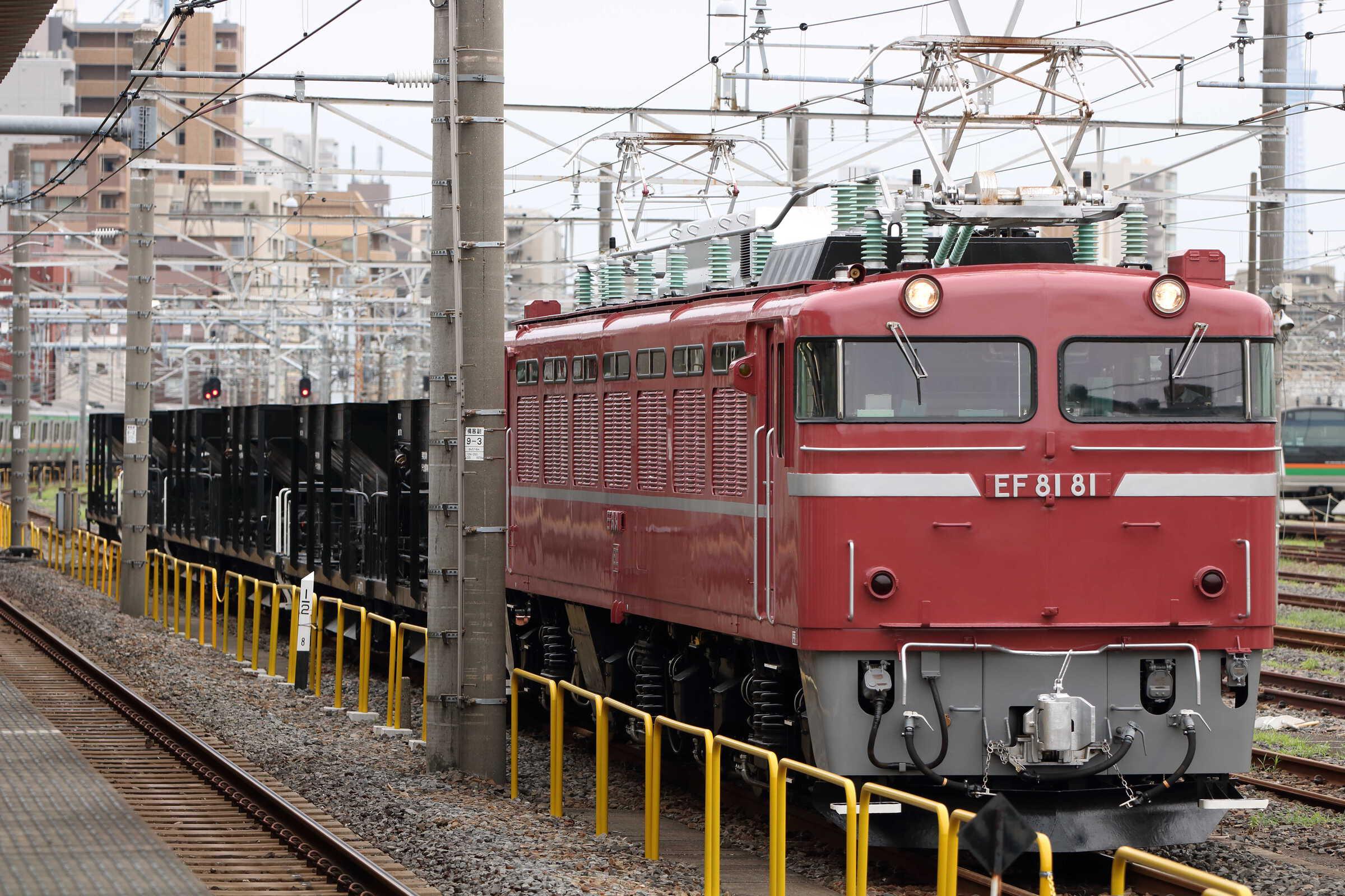 入換〜配8937列車 交検出場配給 EF81-81①[田]+ホキ6車