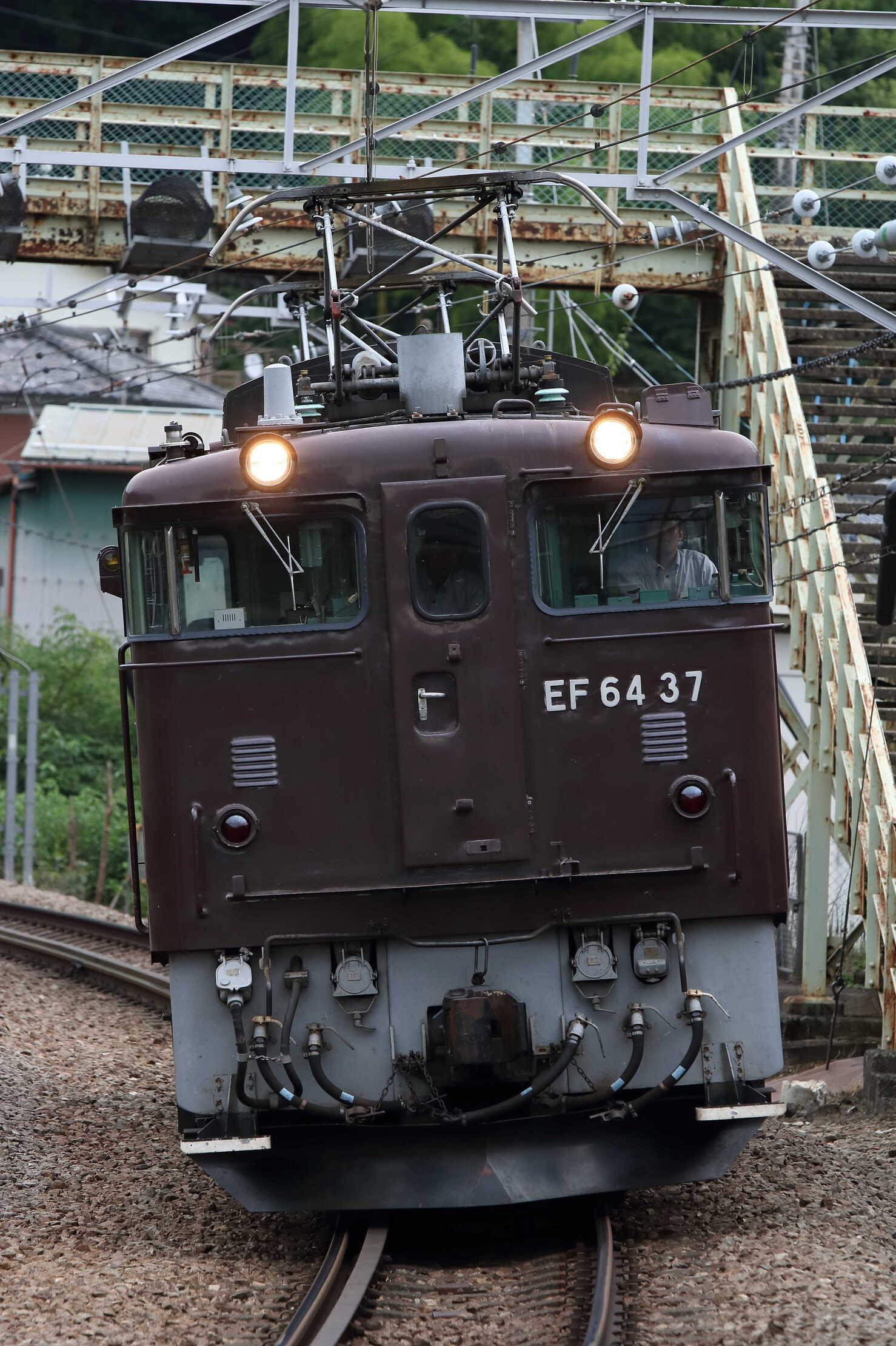 単9585列車 EF64-37①[高]