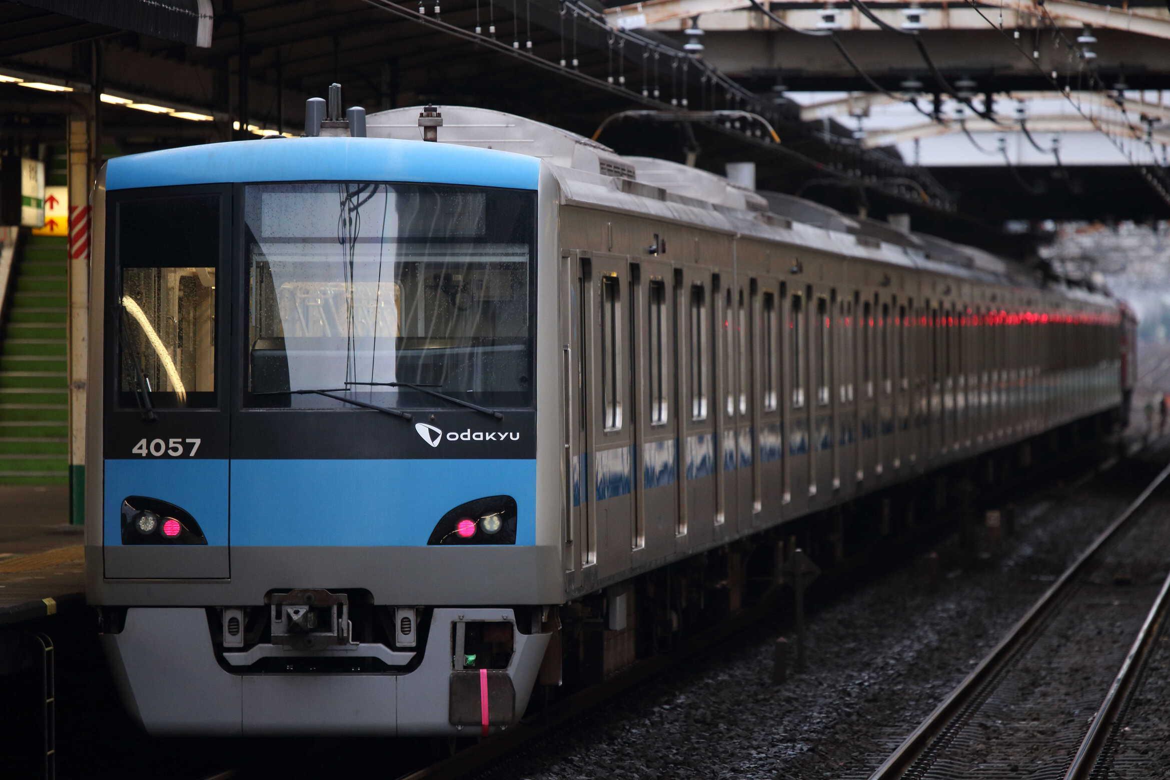 配9542列車〜入換 OM出場配給 EF81-139②[田]+小田急4000形 4057×10