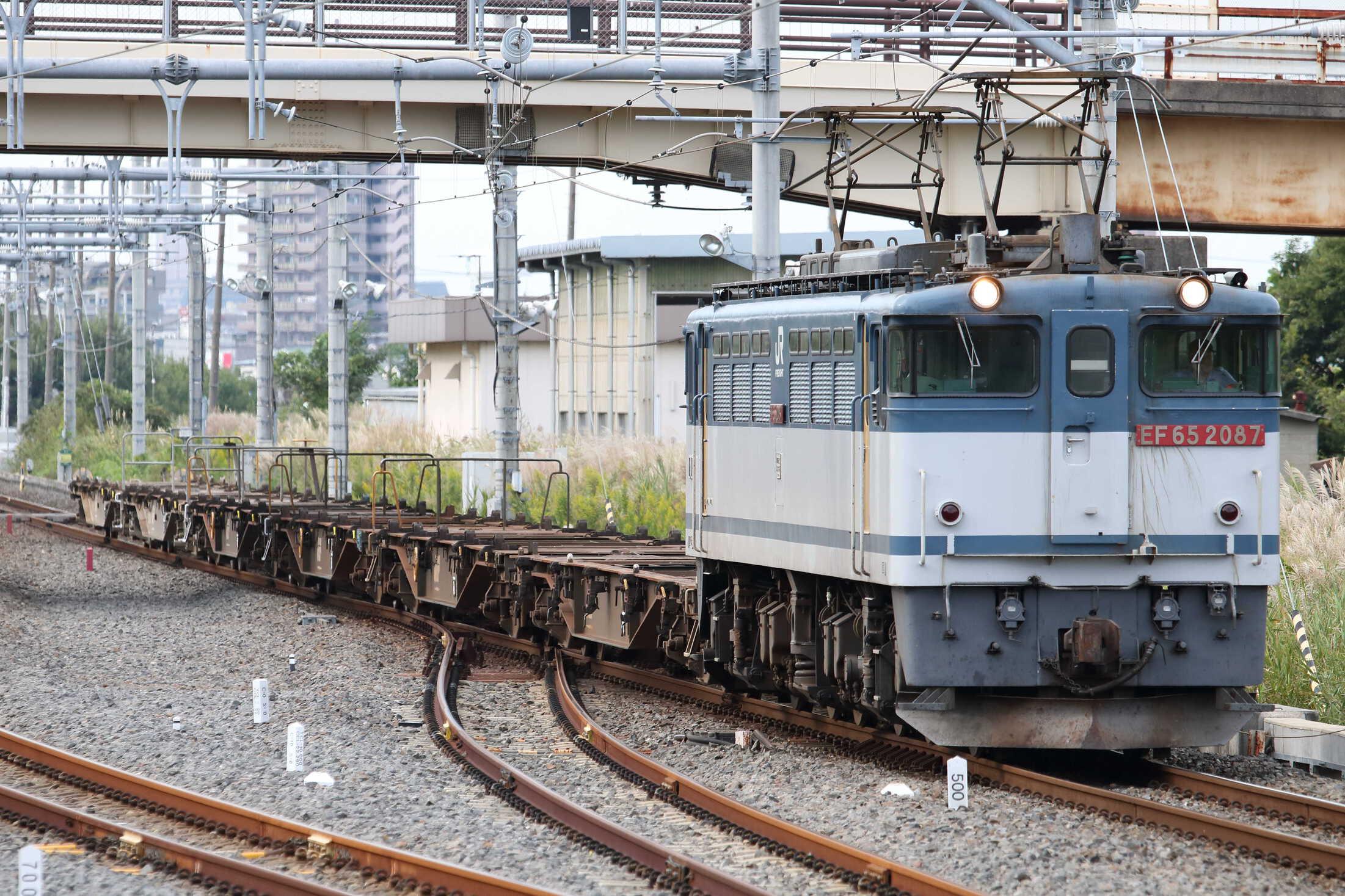 配8592列車 EF65-2087②[新]+コキ6車