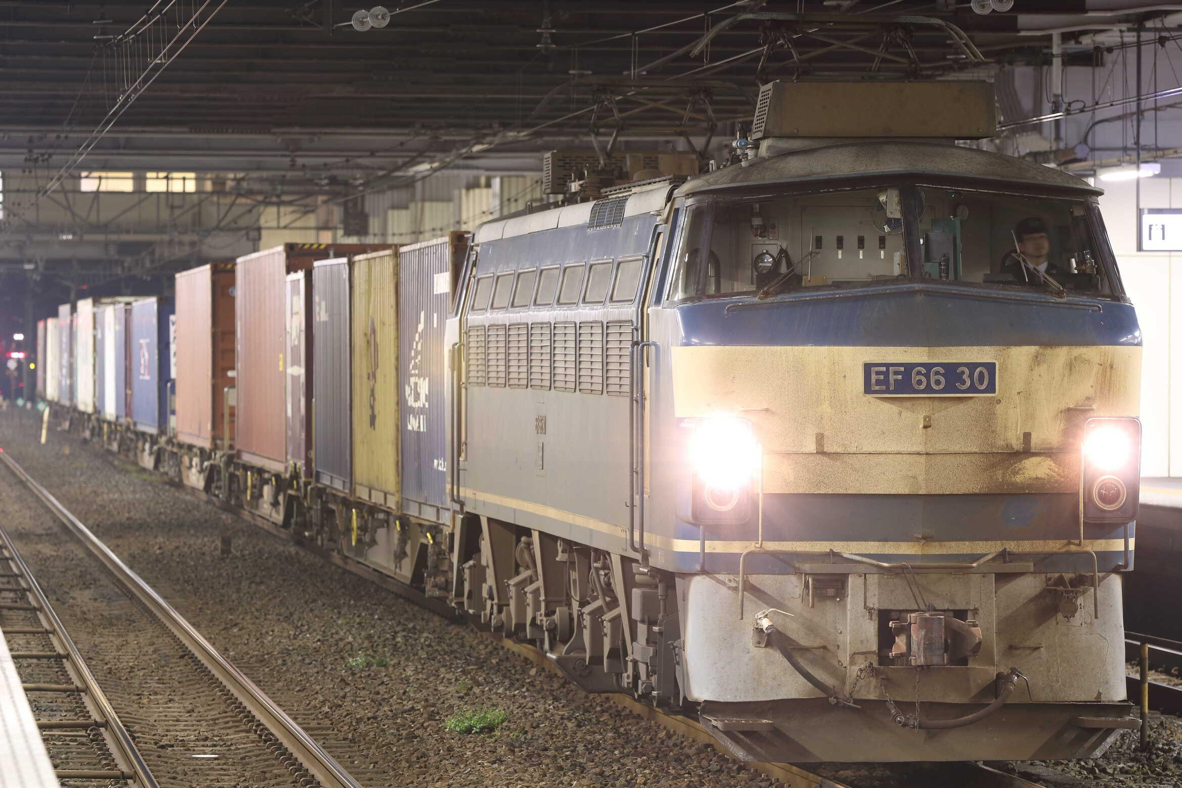 4073列車 EF66-30②[吹]+コキ14車
