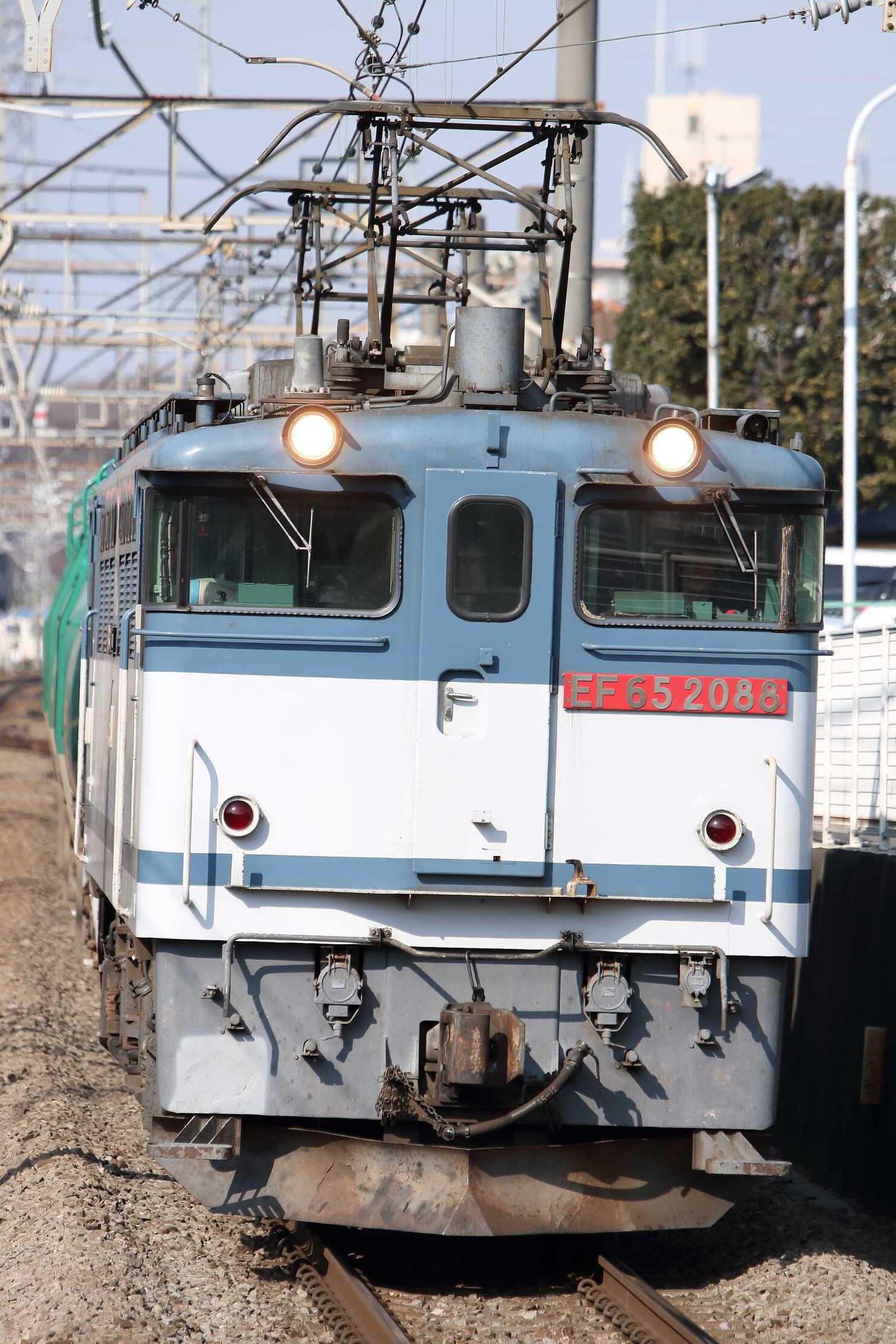 8584列車 EF65-2088[新]+タキ15?車