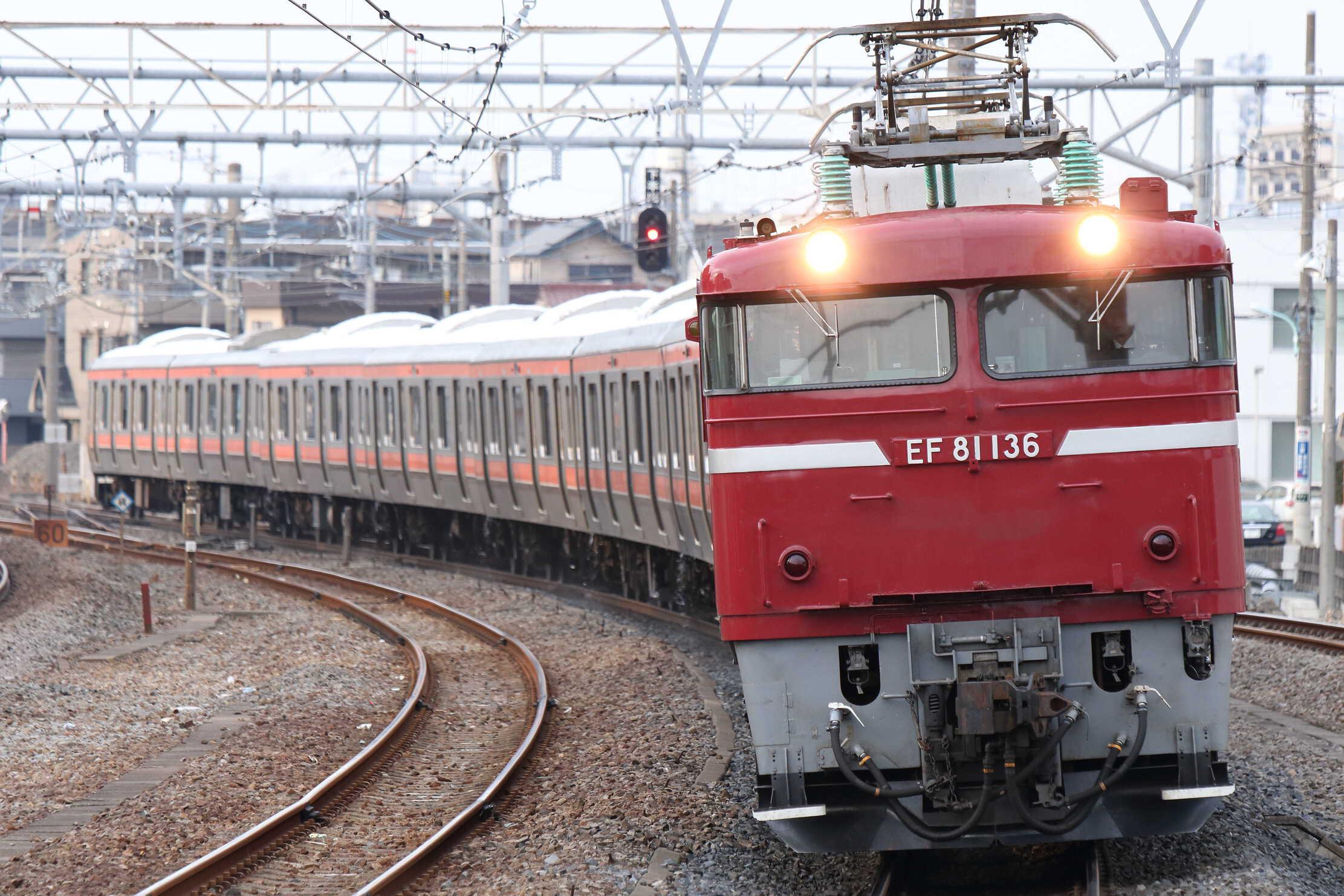 配9736列車 AT出場配給 EF81-136②[秋]+209系 千ケヨM73編成