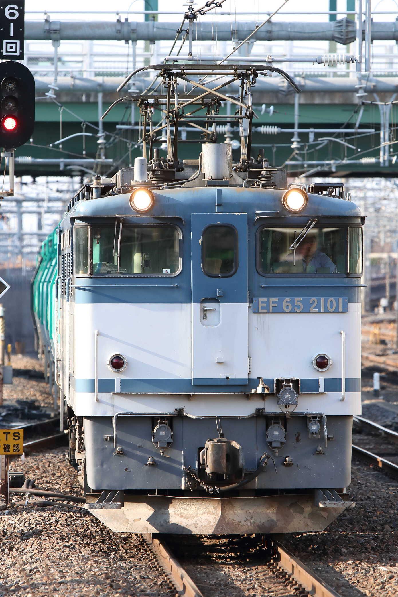 8876列車 EF65-2101[新]+タキ10車