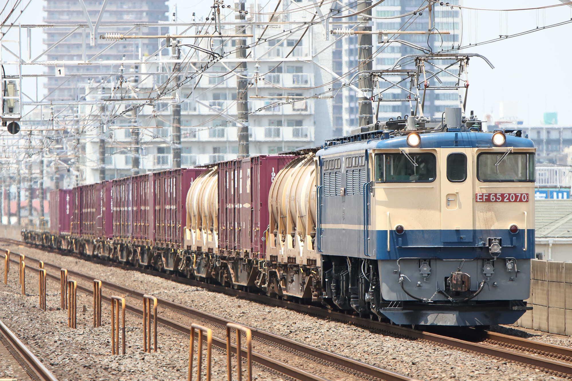1093列車 EF65-2070[新]+コキ15車
