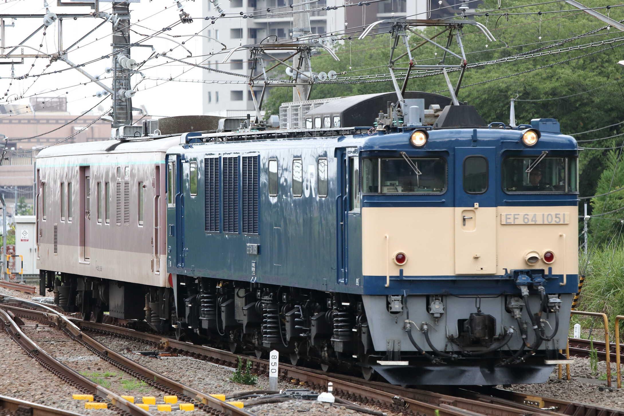配9433列車 NN入場配給(廃車回送) EF64-1051[長岡]+マニ50-2186(水スイ)