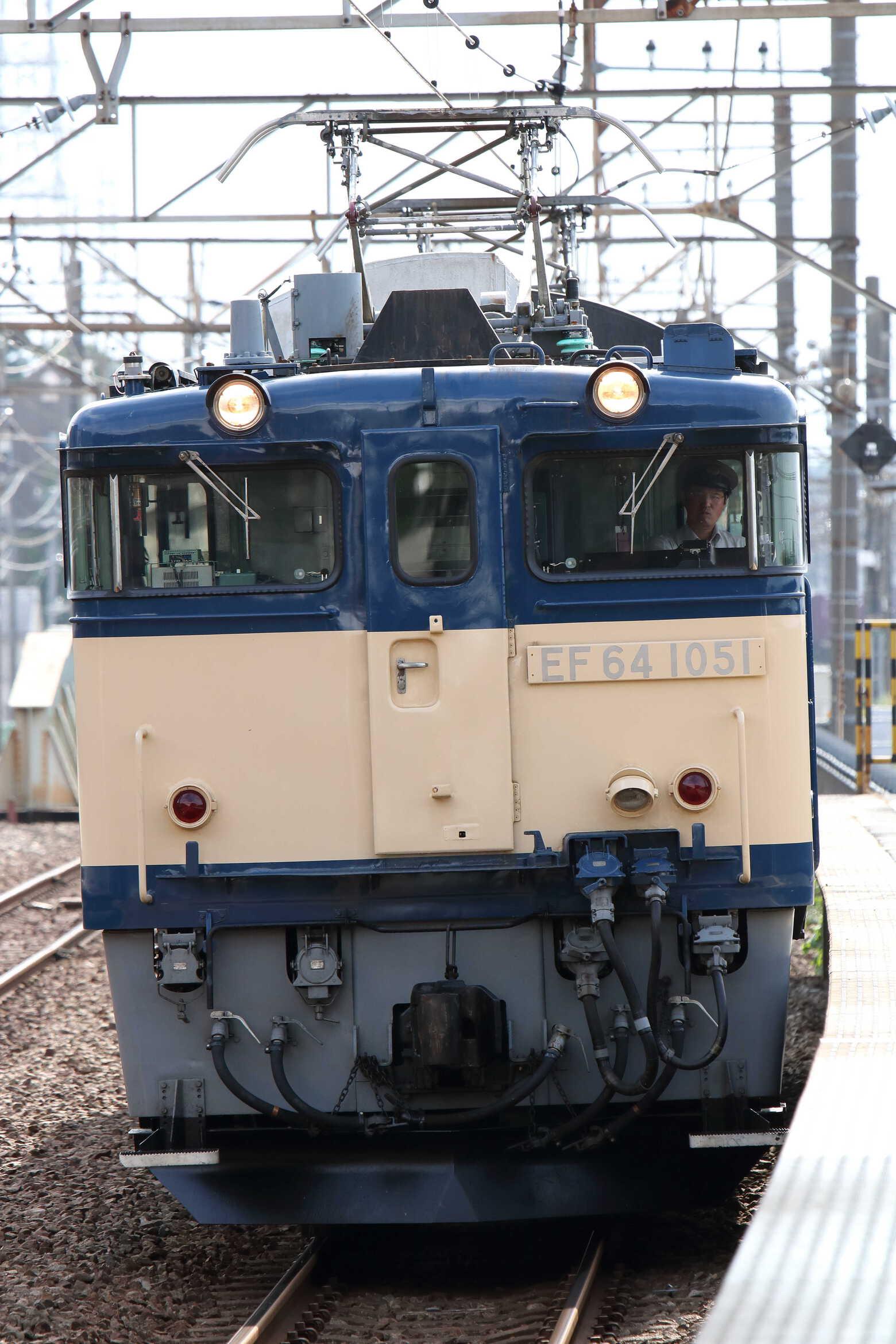 単9435列車 NN入場牽引機単機回送 EF64-1051[長岡]