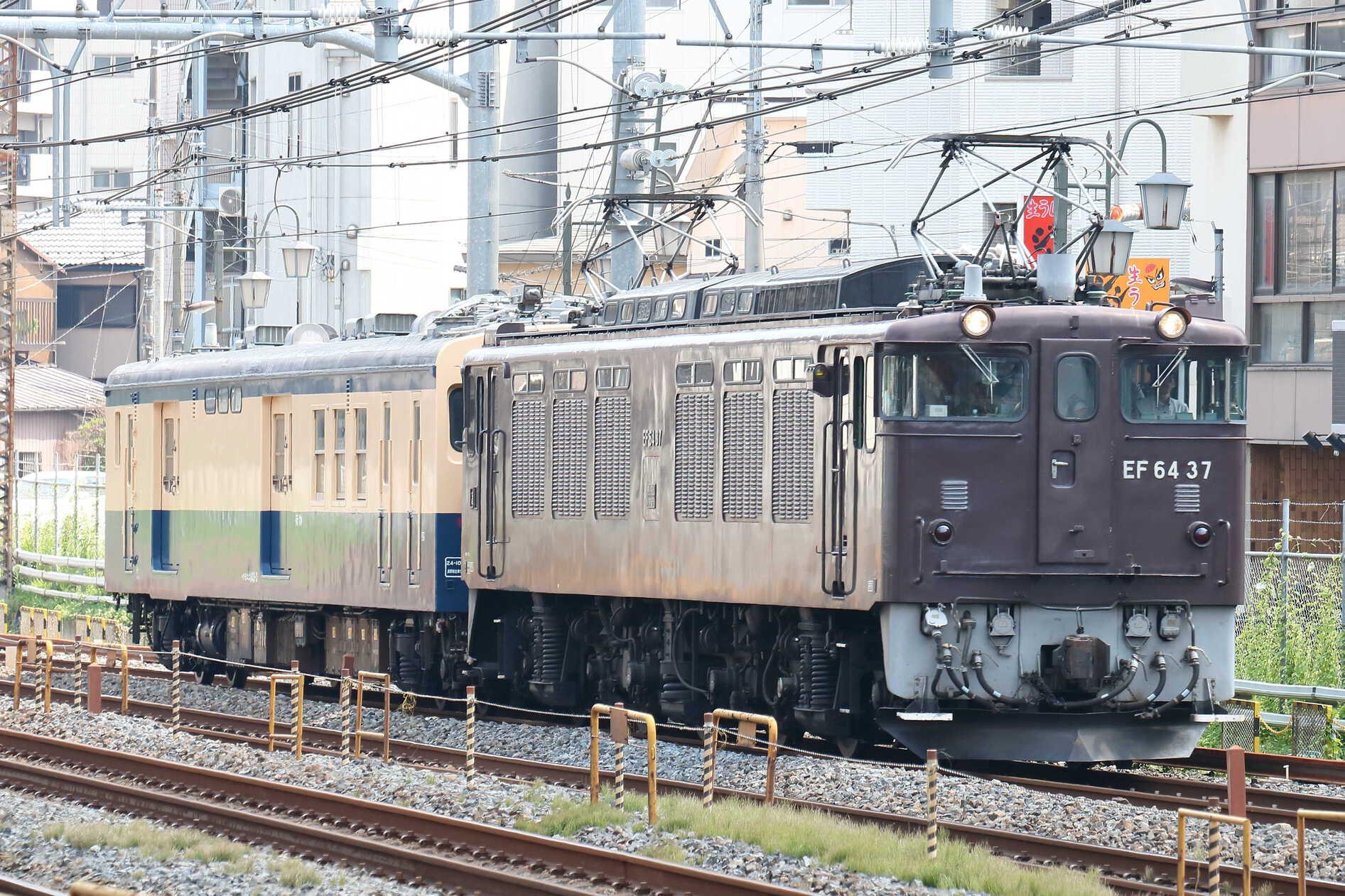 配9435列車 方向転換配給 EF64-37[高]<臨A143>+クモユニ143-3(長ナノ)