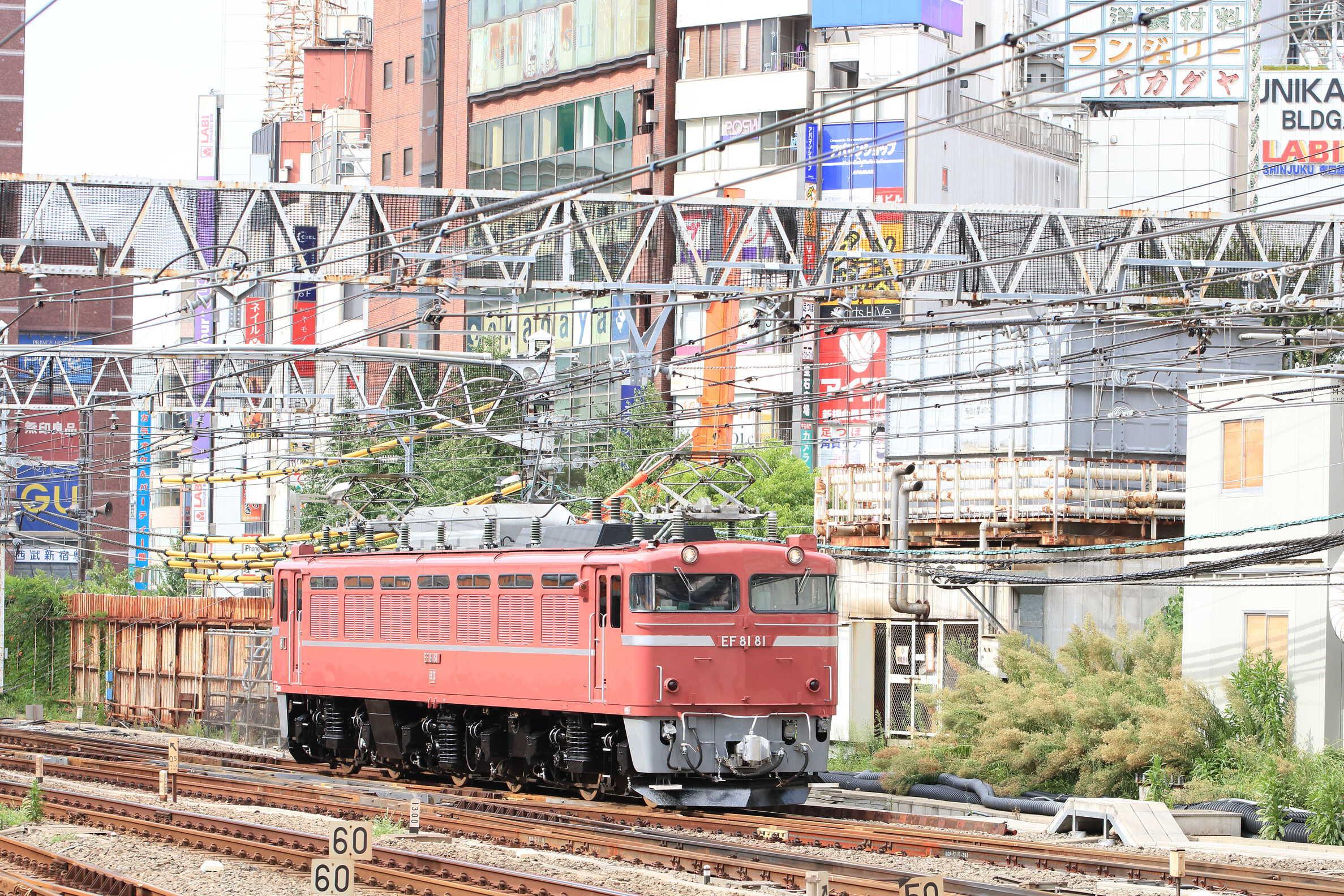 単9922列車 TK公開展示車両送り込み EF81-81[田]<臨A850>