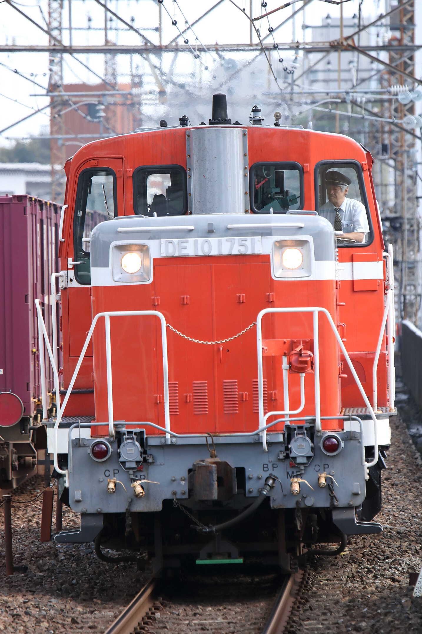 単9529列車 田端所常駐機交換 DE10-1751[高]