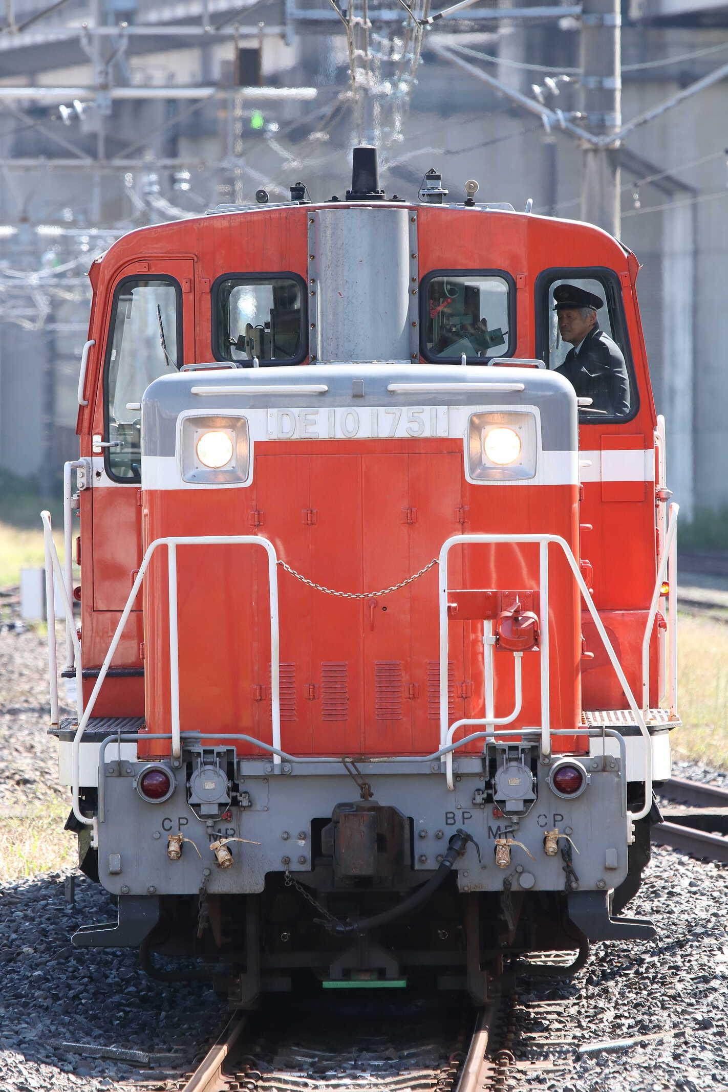 単9529列車〜単8929列車 田端所常駐機交換 DE10-1751[高]