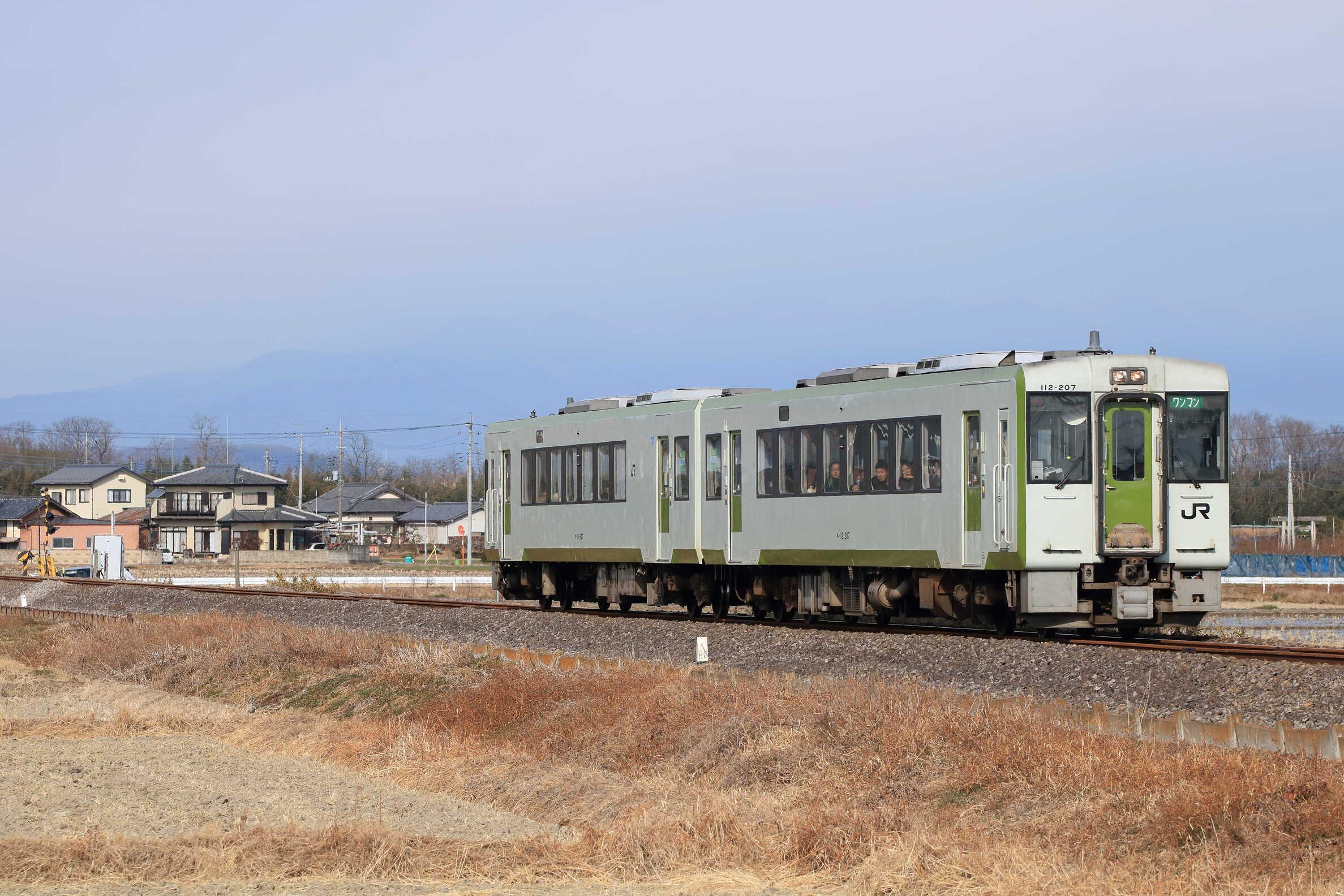 230D キハ112-207(高タカ)+キハ111-207(高タカ)