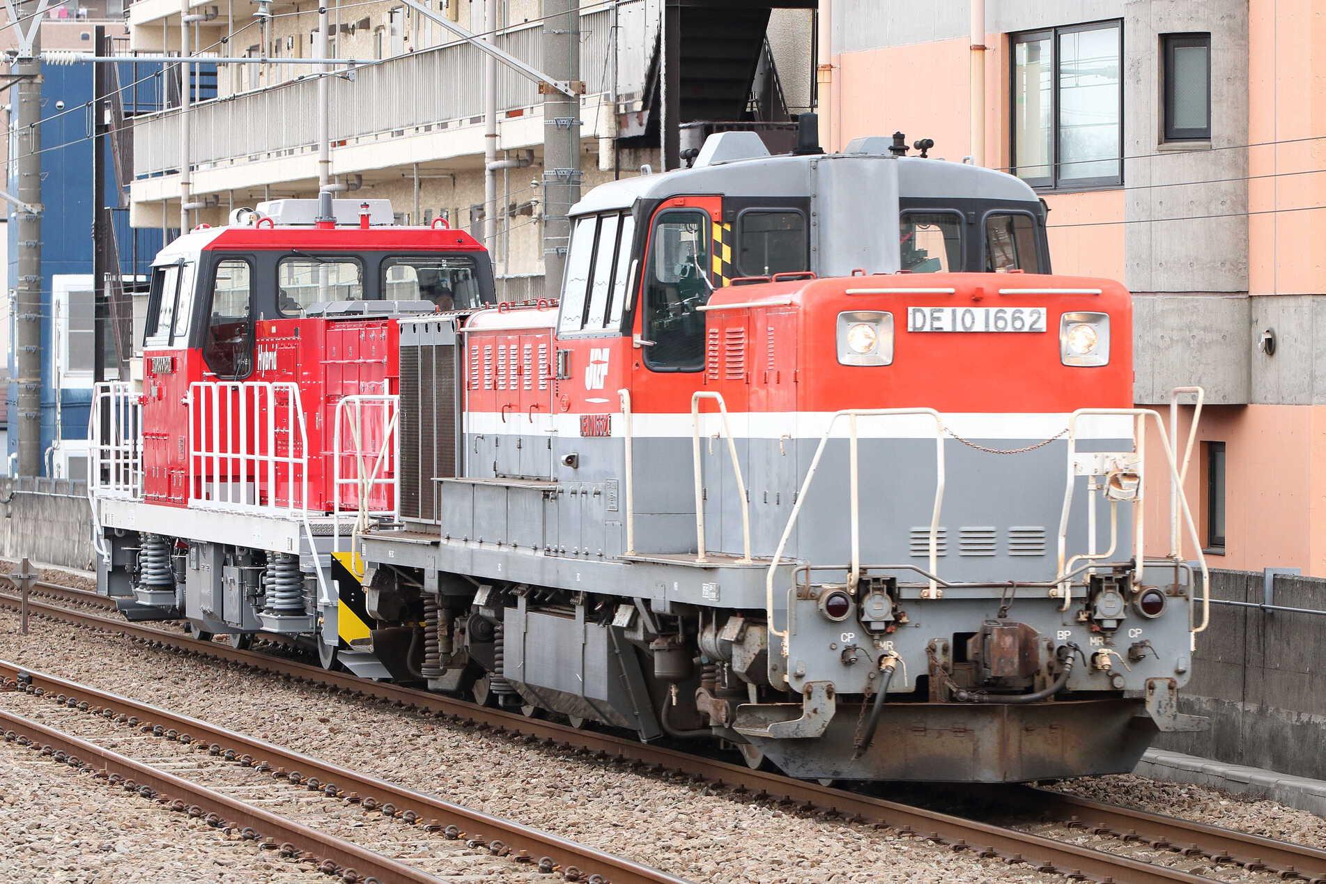 9794列車 甲121(北府中〜新鶴見) 東芝府中事業所出場甲種輸送 DE10-1662[新]+HD300-32