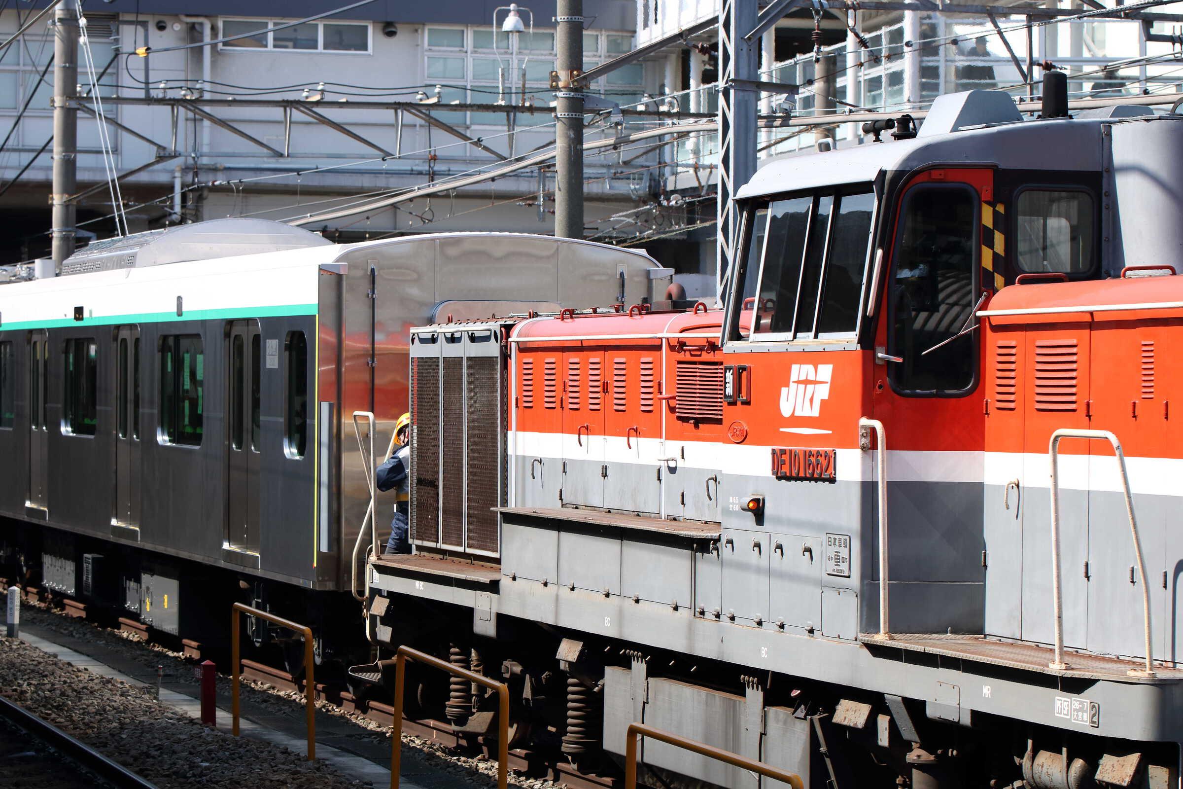 9890列車〜入換 甲3(新津〜長津田) DE10-1662[新]+東急2020系6両